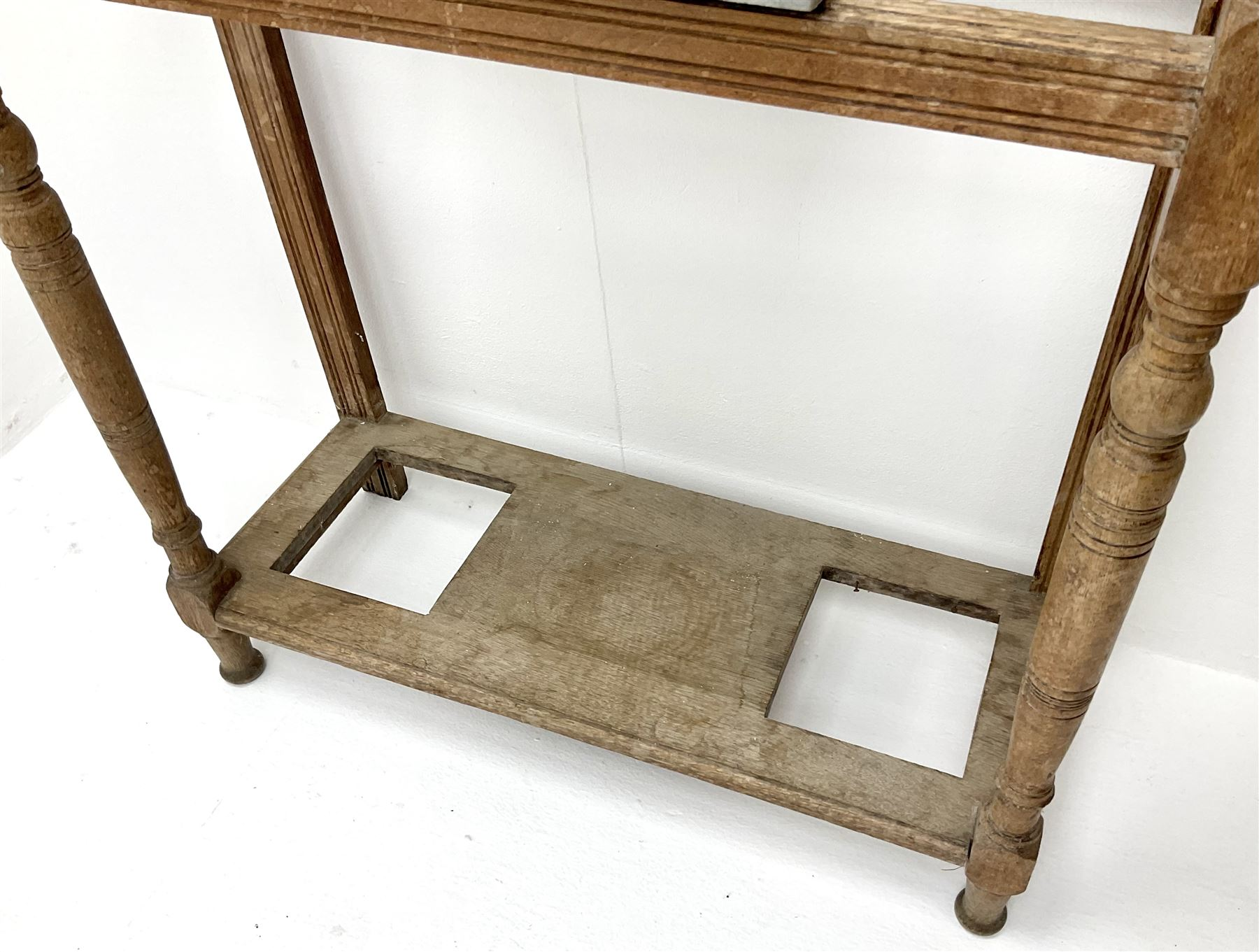 Edwardian walnut hallstand with centre mirror and tiled back - Image 4 of 4