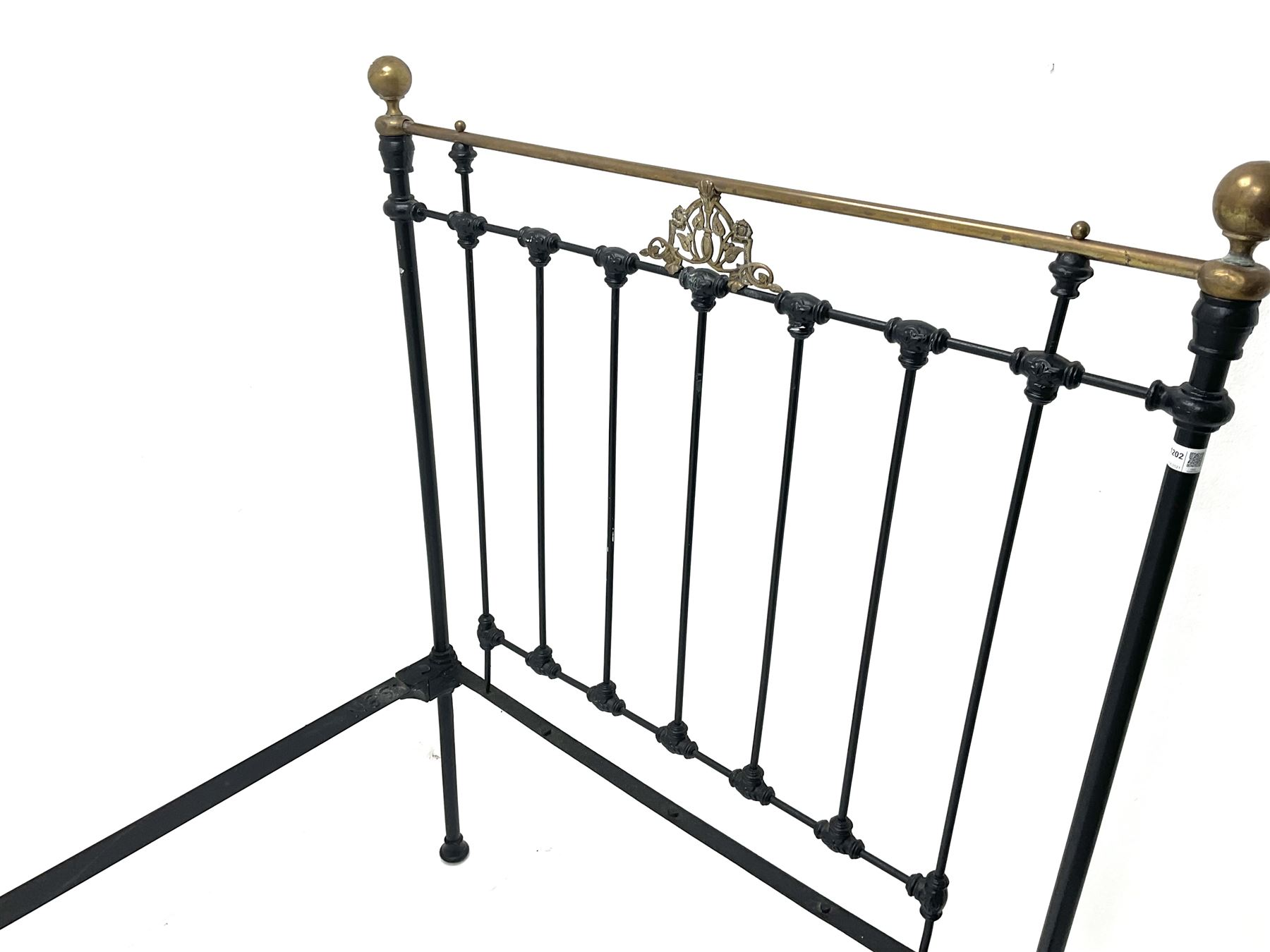 Maples and Co Brass and black painted wrought metal bedstead - Image 3 of 3