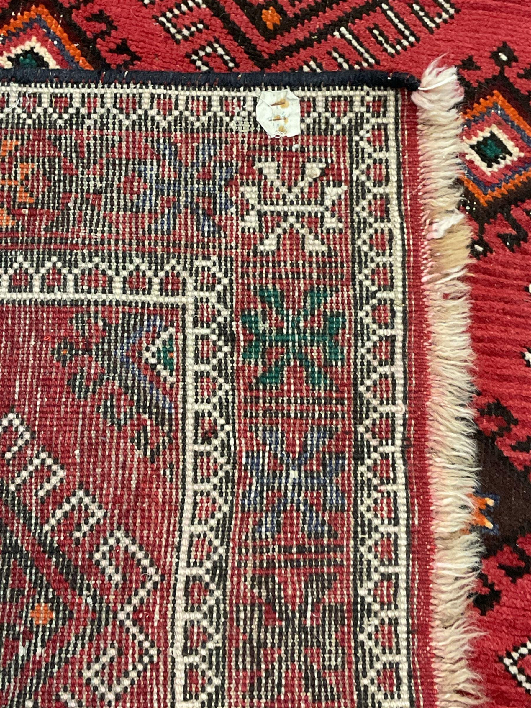 Turkish red ground rug - Image 4 of 4