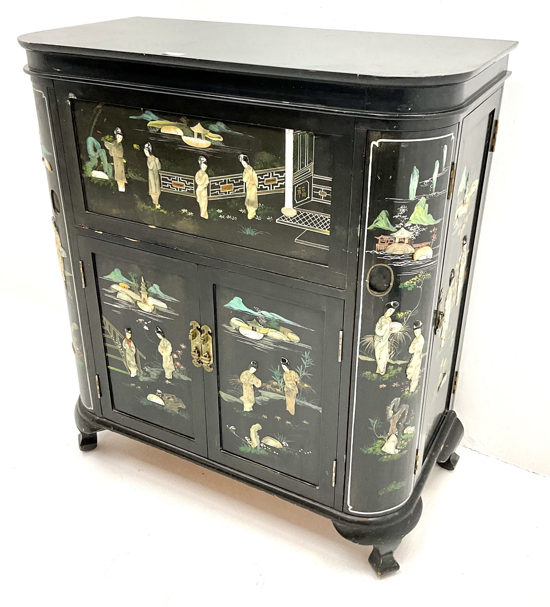 Hong Kong black lacquered cocktail cabinet with shibiyama style decoration of figures in a garden - Image 2 of 6