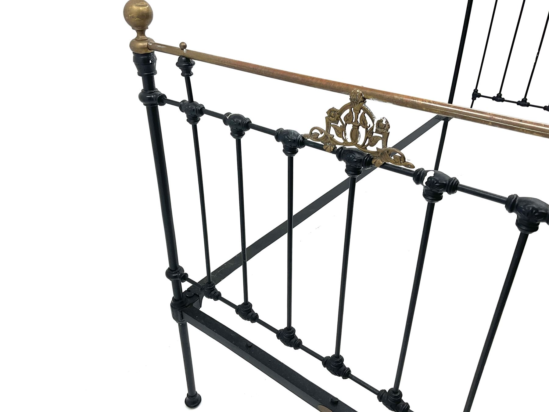 Maples and Co Brass and black painted wrought metal bedstead - Image 2 of 3