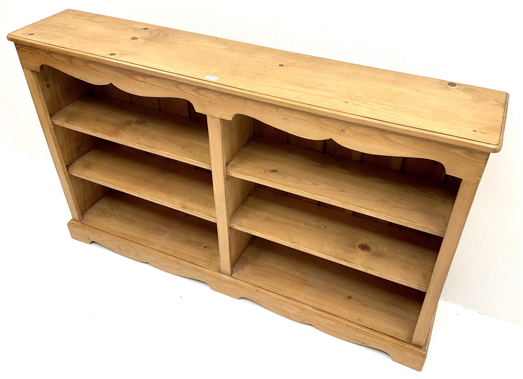 Solid pine low open bookcase - Image 3 of 3