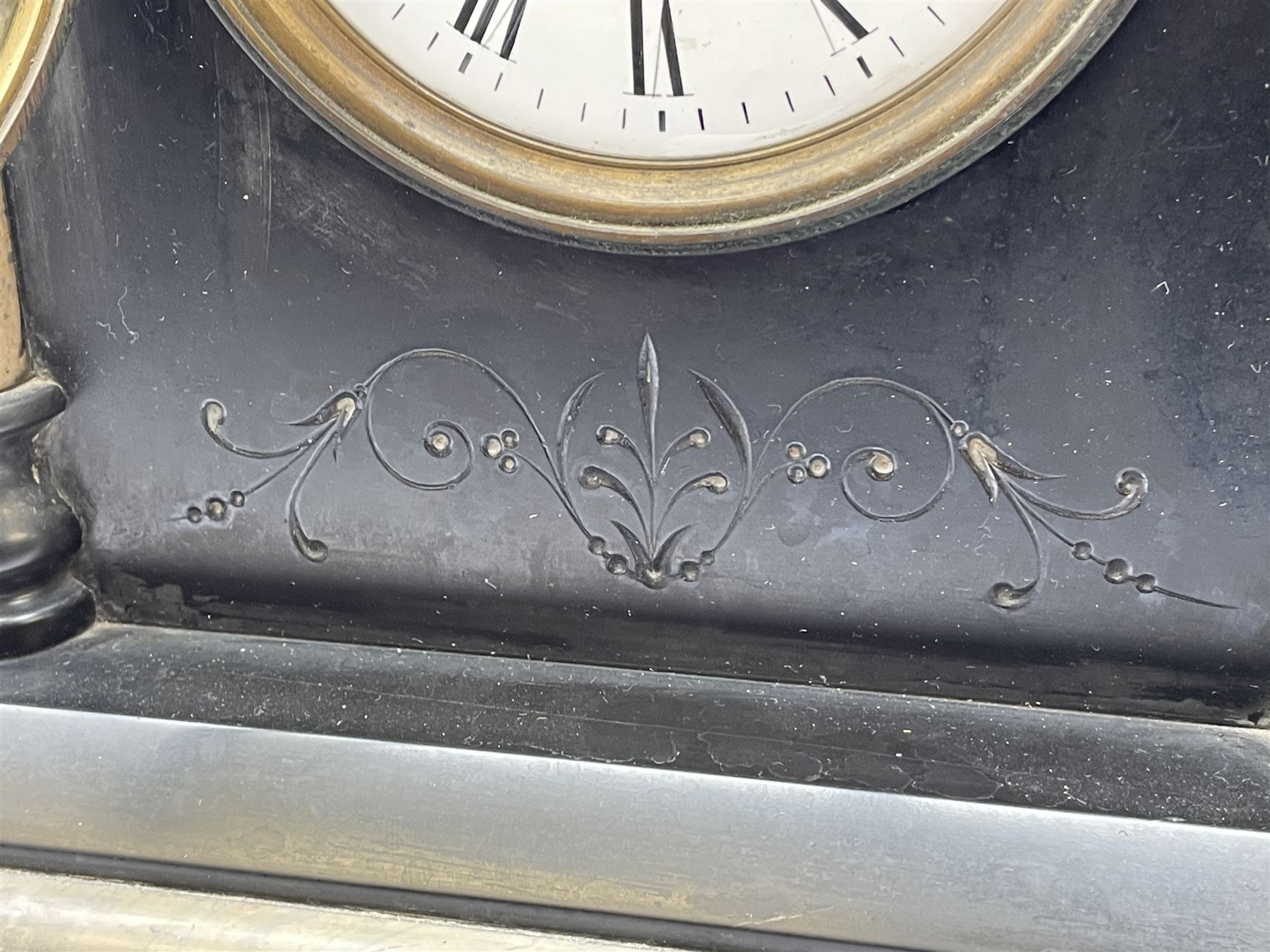 Victorian black slate and marble mantel clock - Image 5 of 5