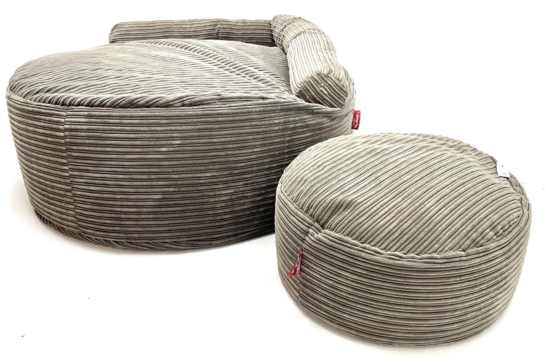 Large Lounge Pug bean bag seat - Image 3 of 4