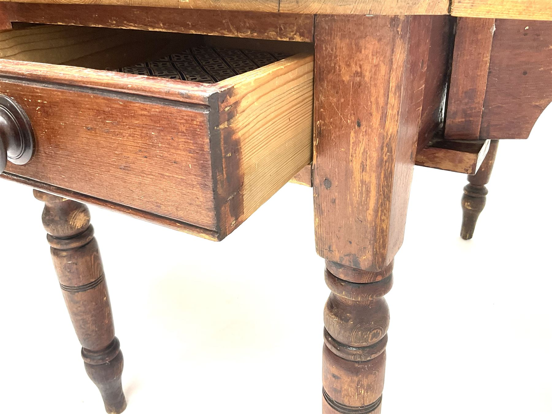 Victorian stained and polished pine drop leaf kitchen table - Image 3 of 4