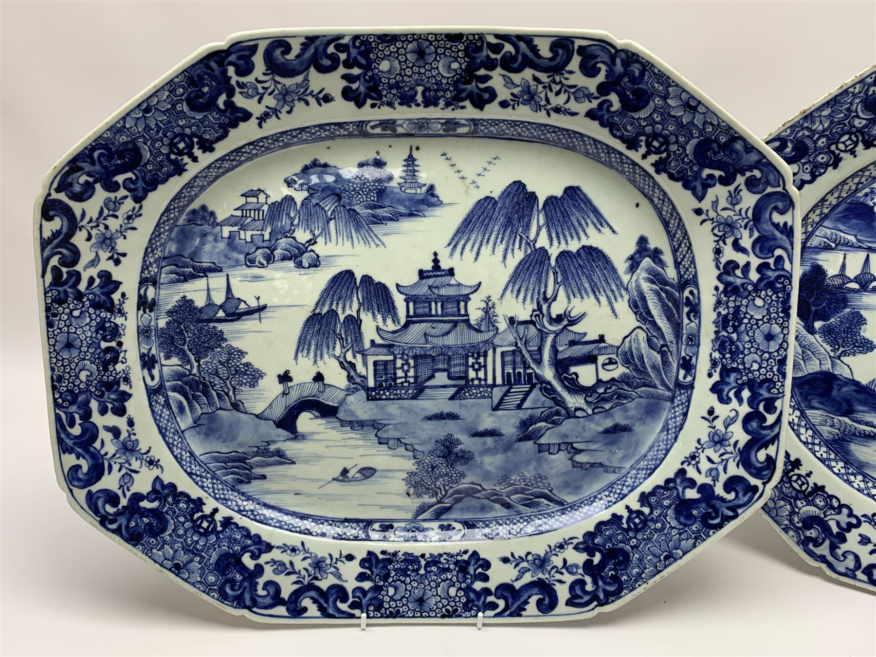 Pair of late 18th/early 19th century Chinese export blue and white platters - Image 2 of 5