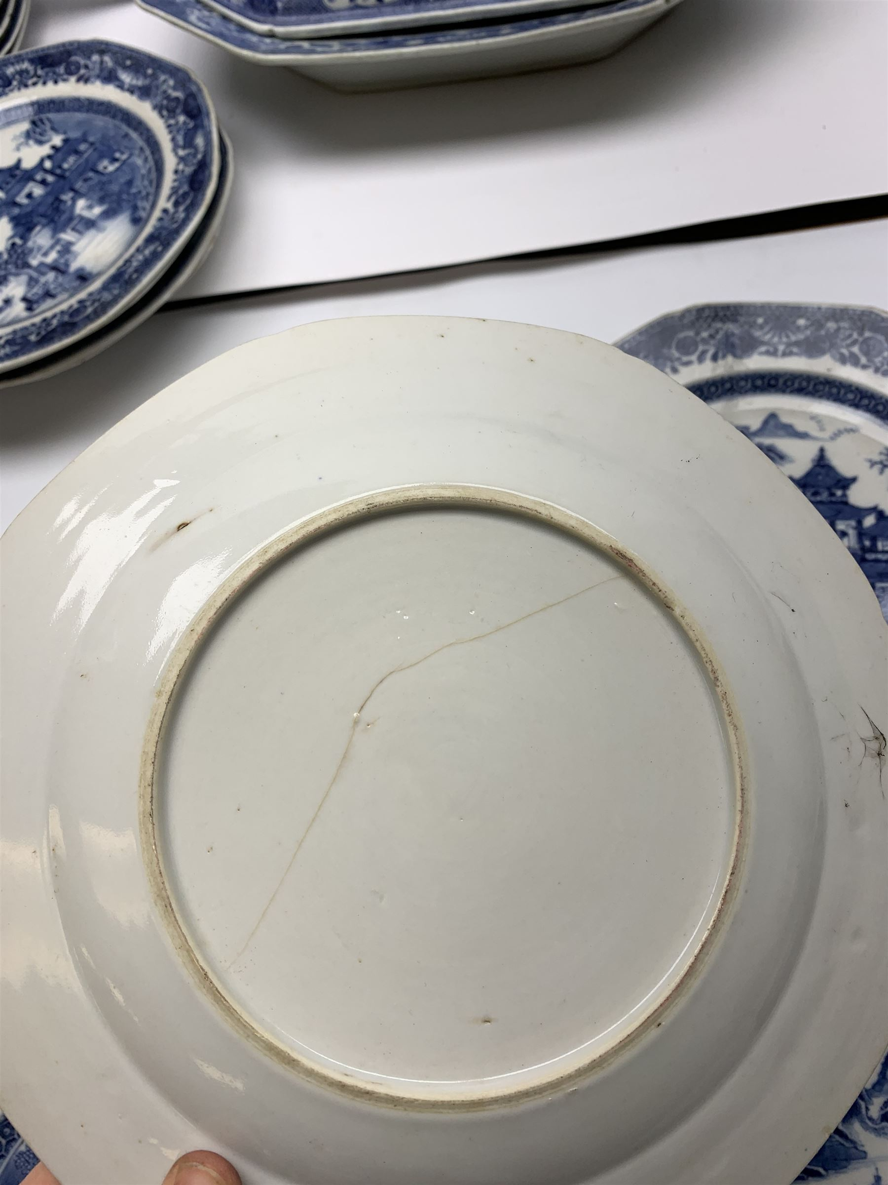 Late 18th/early 19th century Chinese export blue and white forty seven piece part dinner service - Image 18 of 20