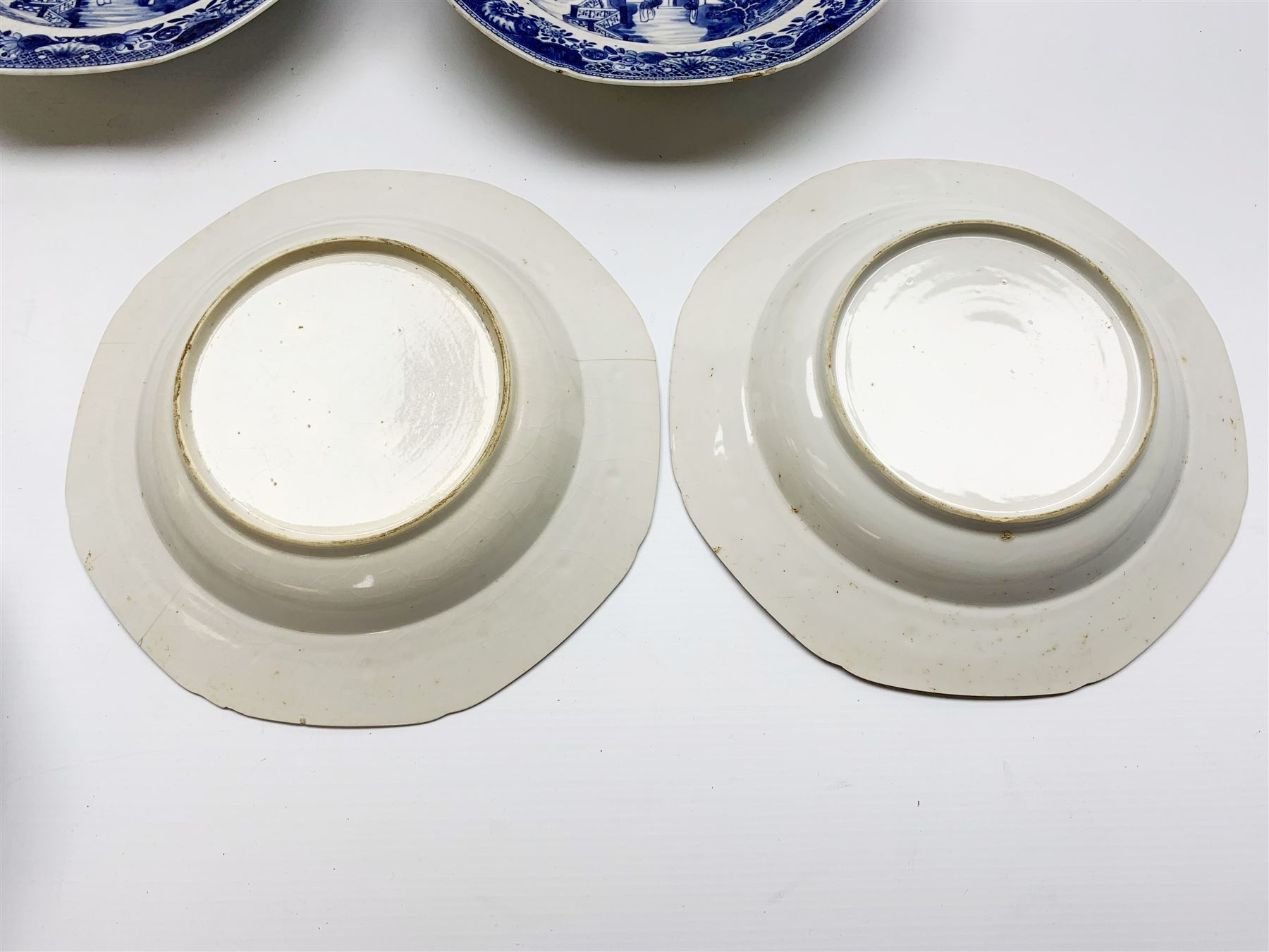Late 18th/early 19th century Chinese export blue and white forty seven piece part dinner service - Image 8 of 20