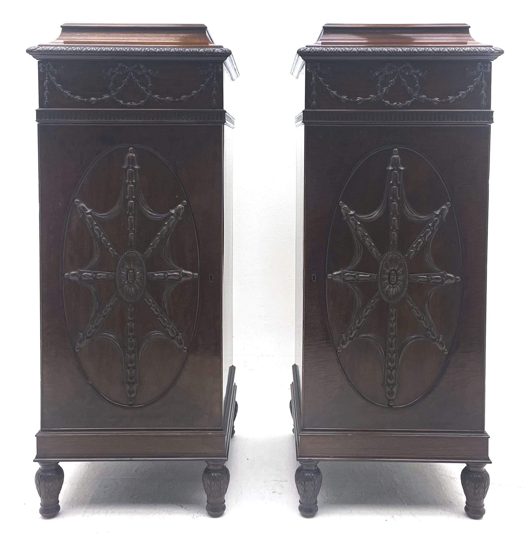 Pair early 20th century Hepplewhite style mahogany pedestal cabinets - Image 2 of 7