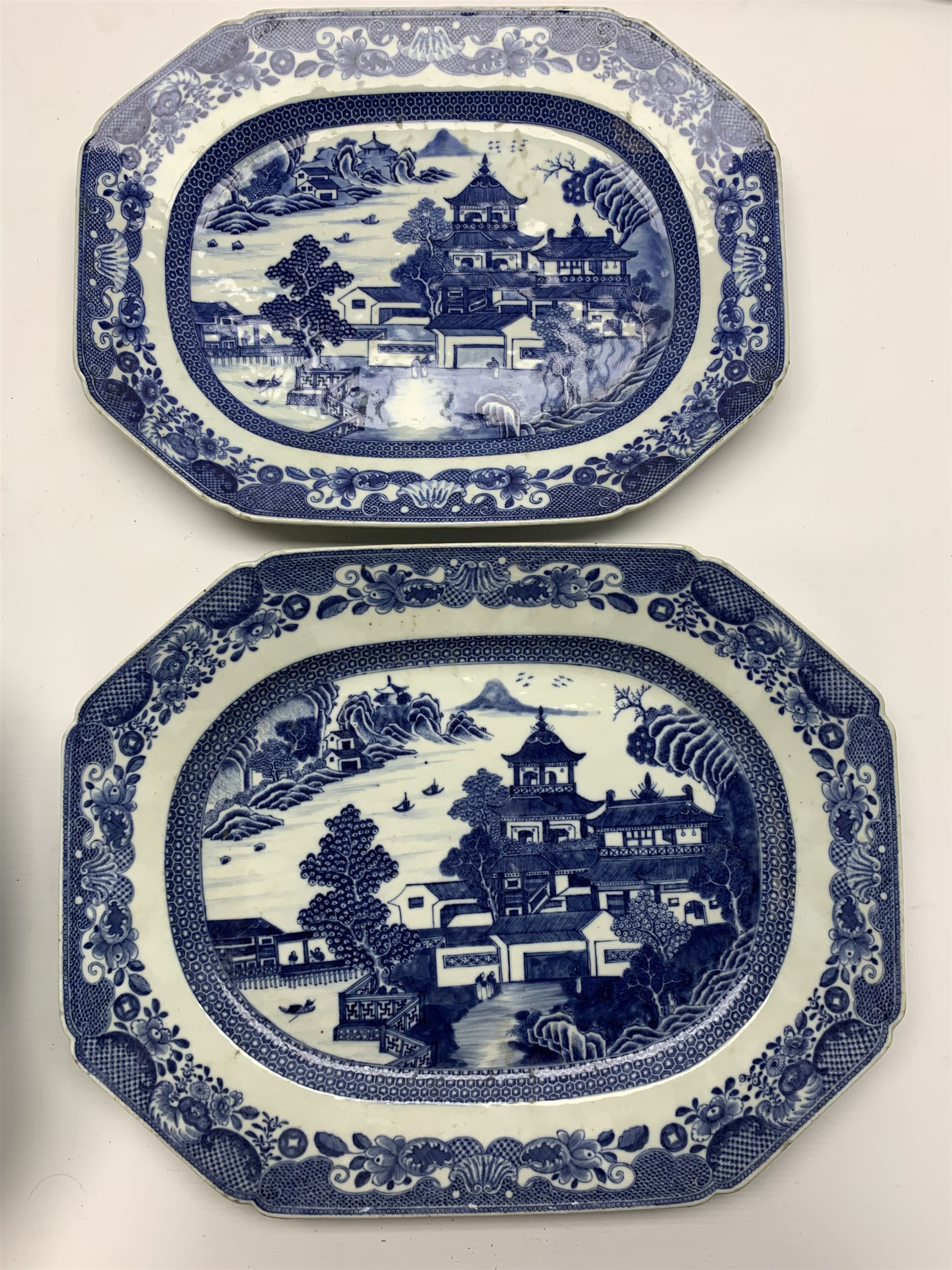 Late 18th/early 19th century Chinese export blue and white forty seven piece part dinner service - Image 9 of 20
