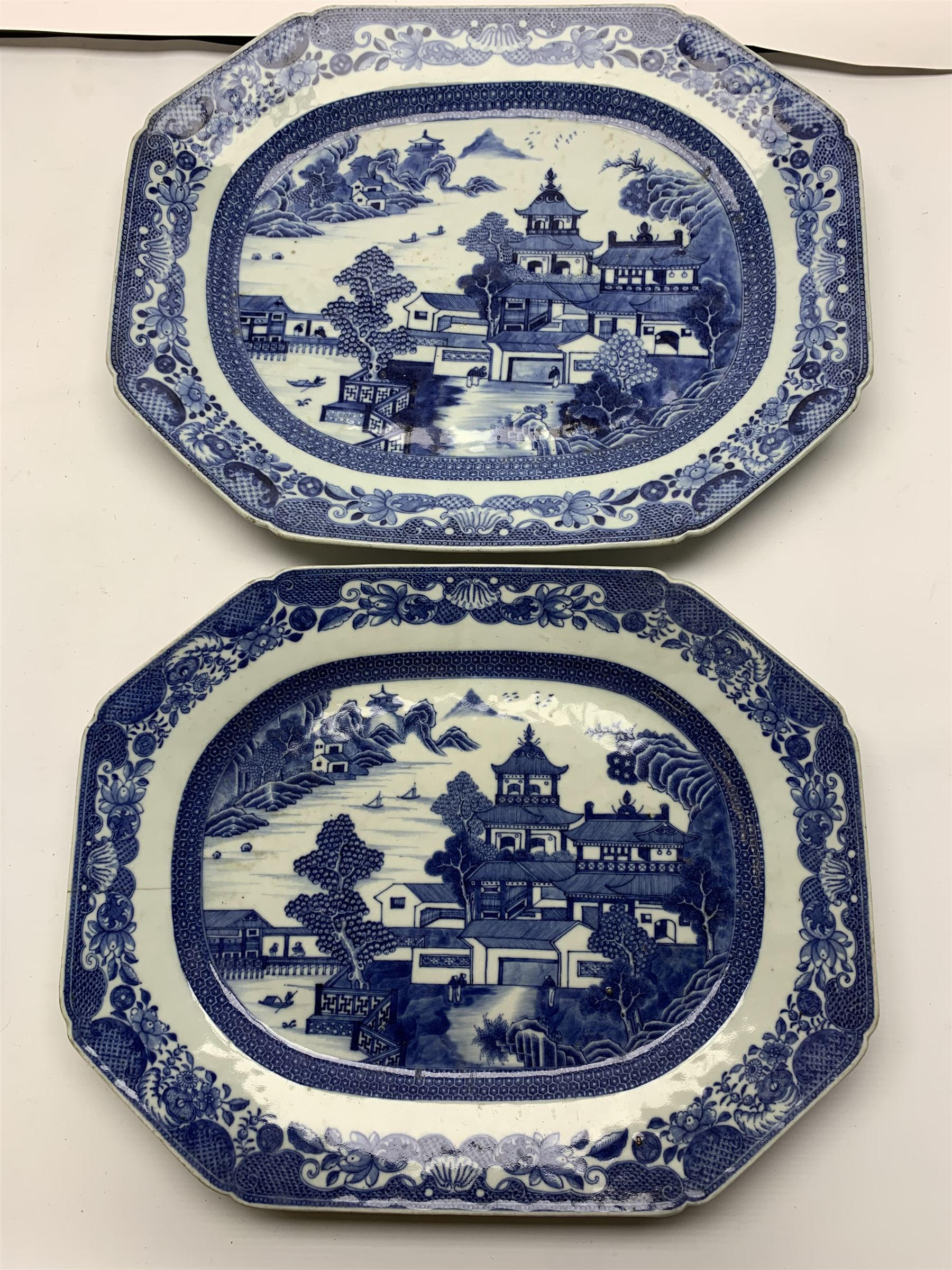 Late 18th/early 19th century Chinese export blue and white forty seven piece part dinner service - Image 11 of 20