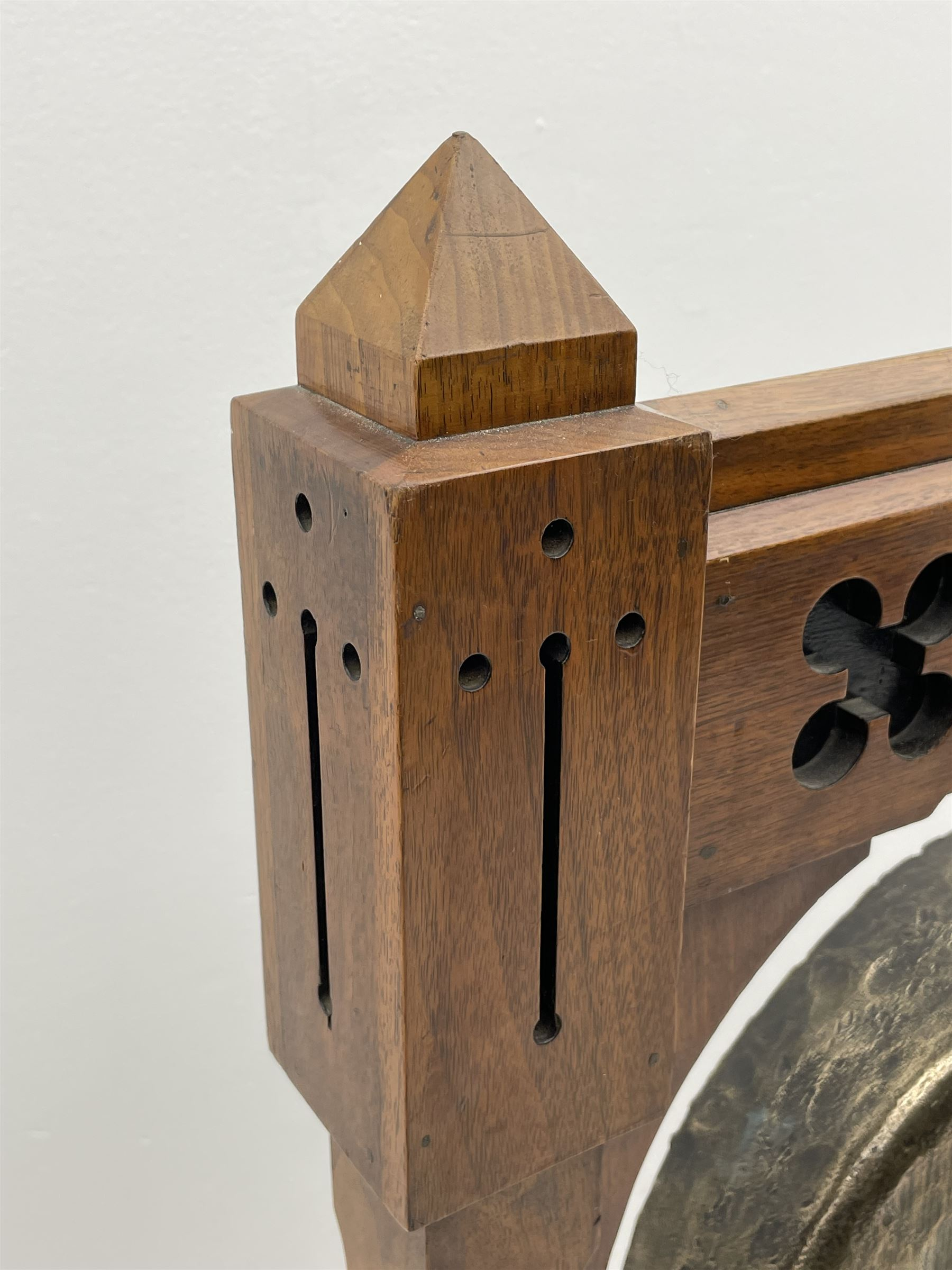 Late Victorian Aesthetic Movement walnut and ebonised dinner gong - Image 4 of 5