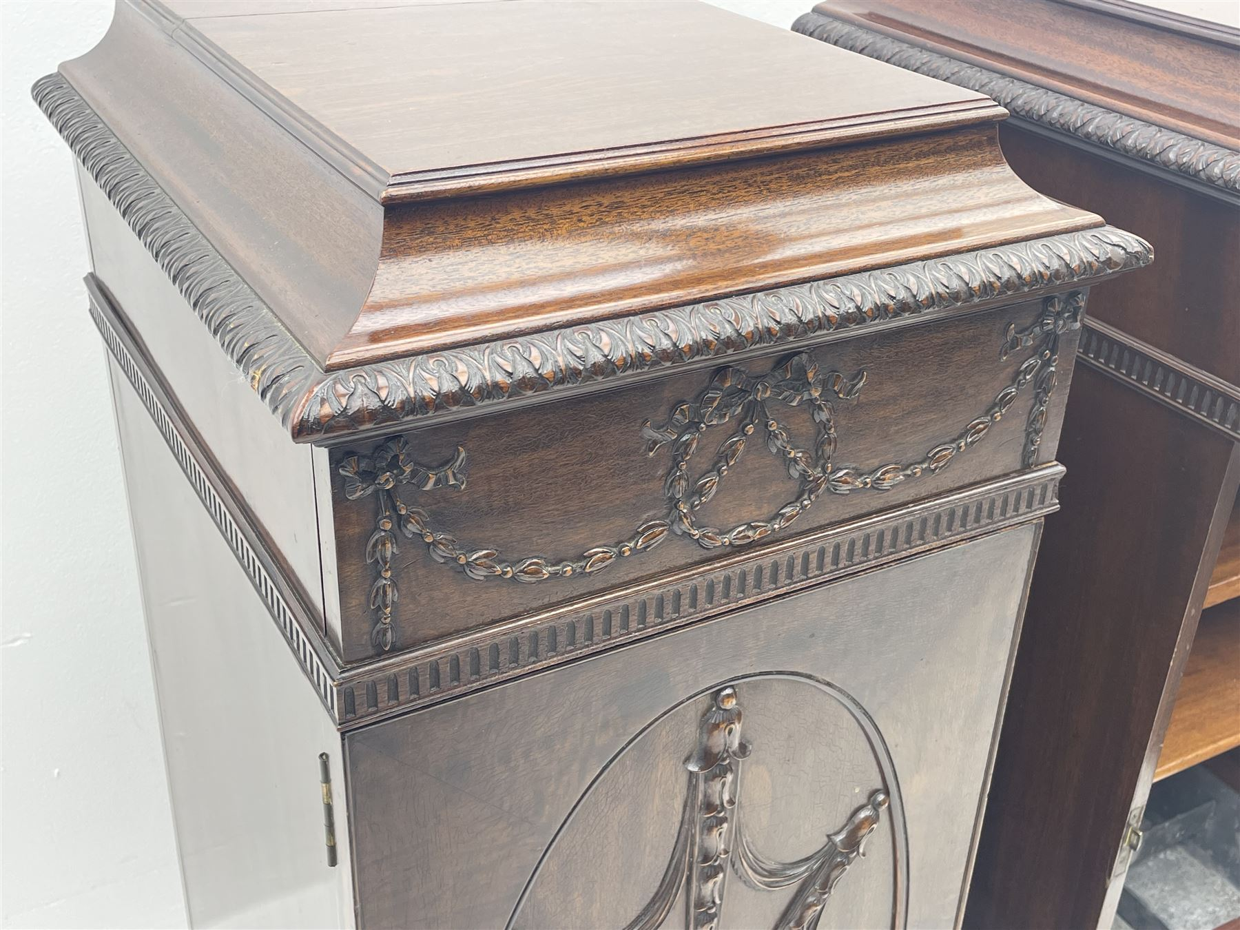 Pair early 20th century Hepplewhite style mahogany pedestal cabinets - Image 3 of 7