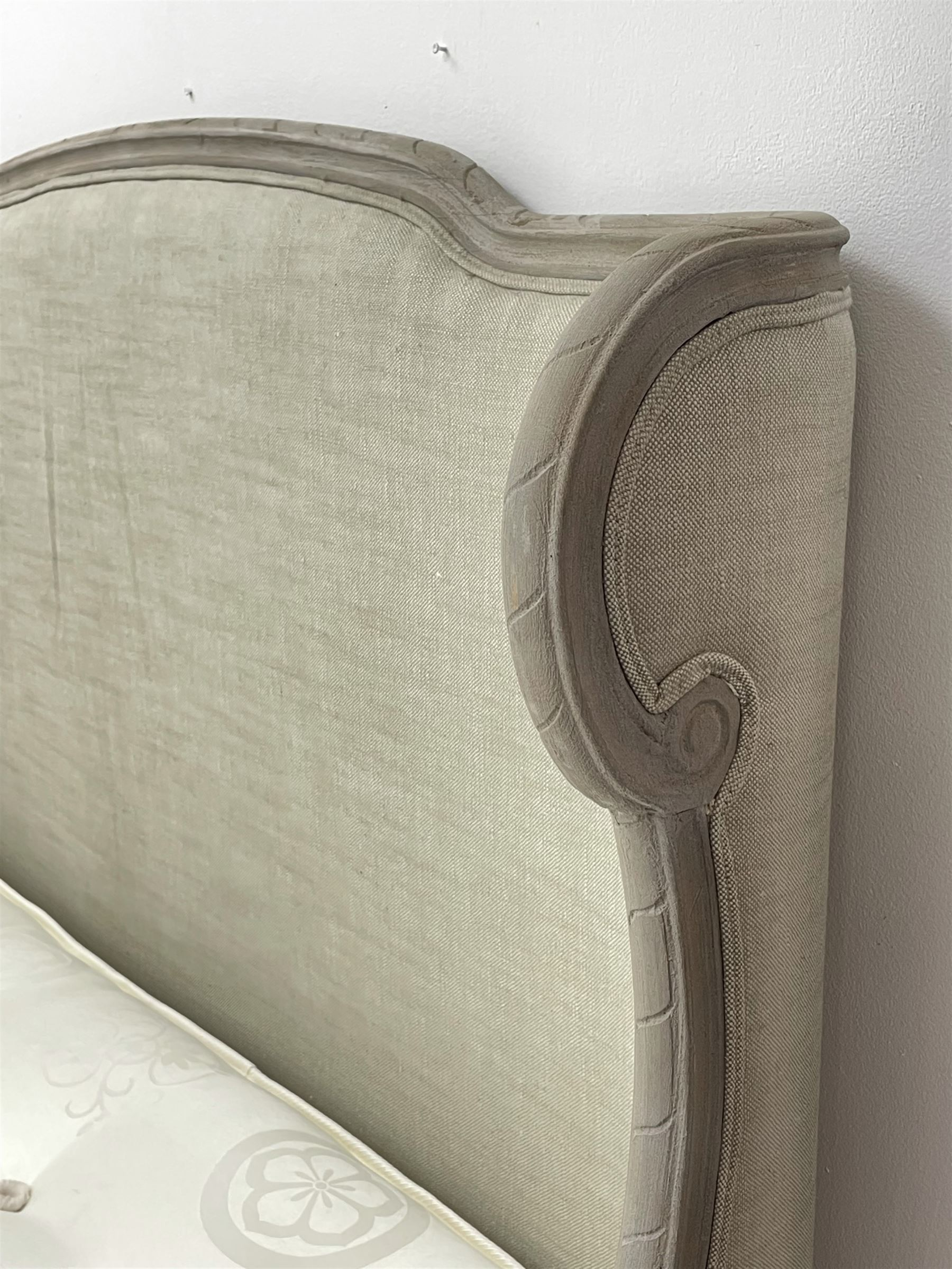 Graham & Green Evelyn - French style Kingsize 5' bedstead upholstered in natural light grey linen - Image 6 of 6