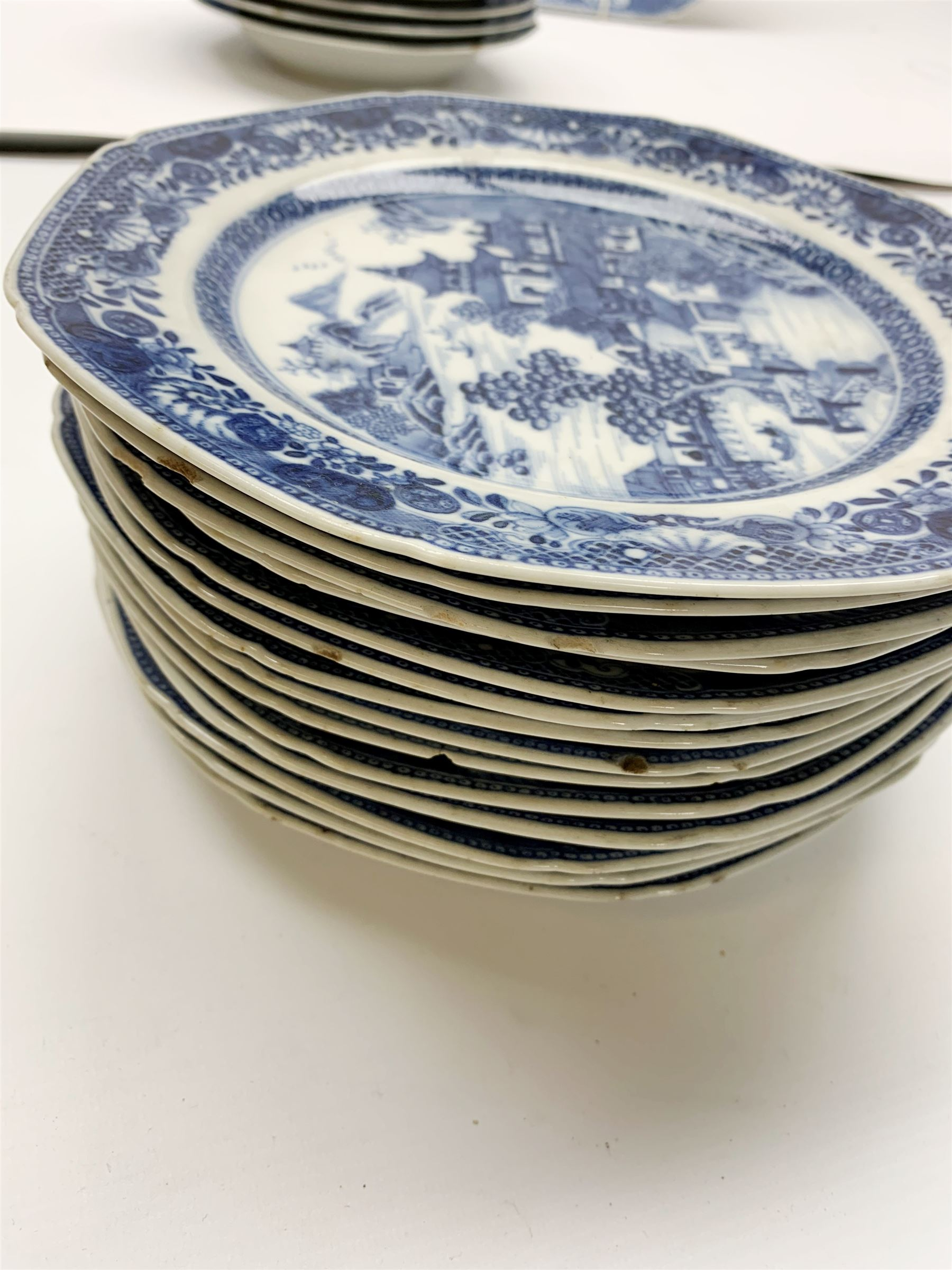 Late 18th/early 19th century Chinese export blue and white forty seven piece part dinner service - Image 6 of 20