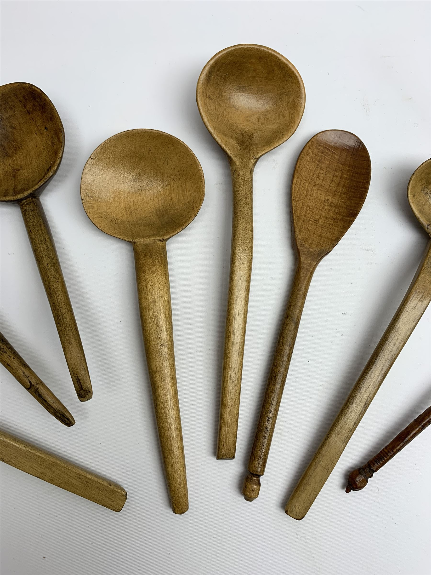 Group of beech and sycamore Welsh Cowl and other spoons - Image 3 of 5