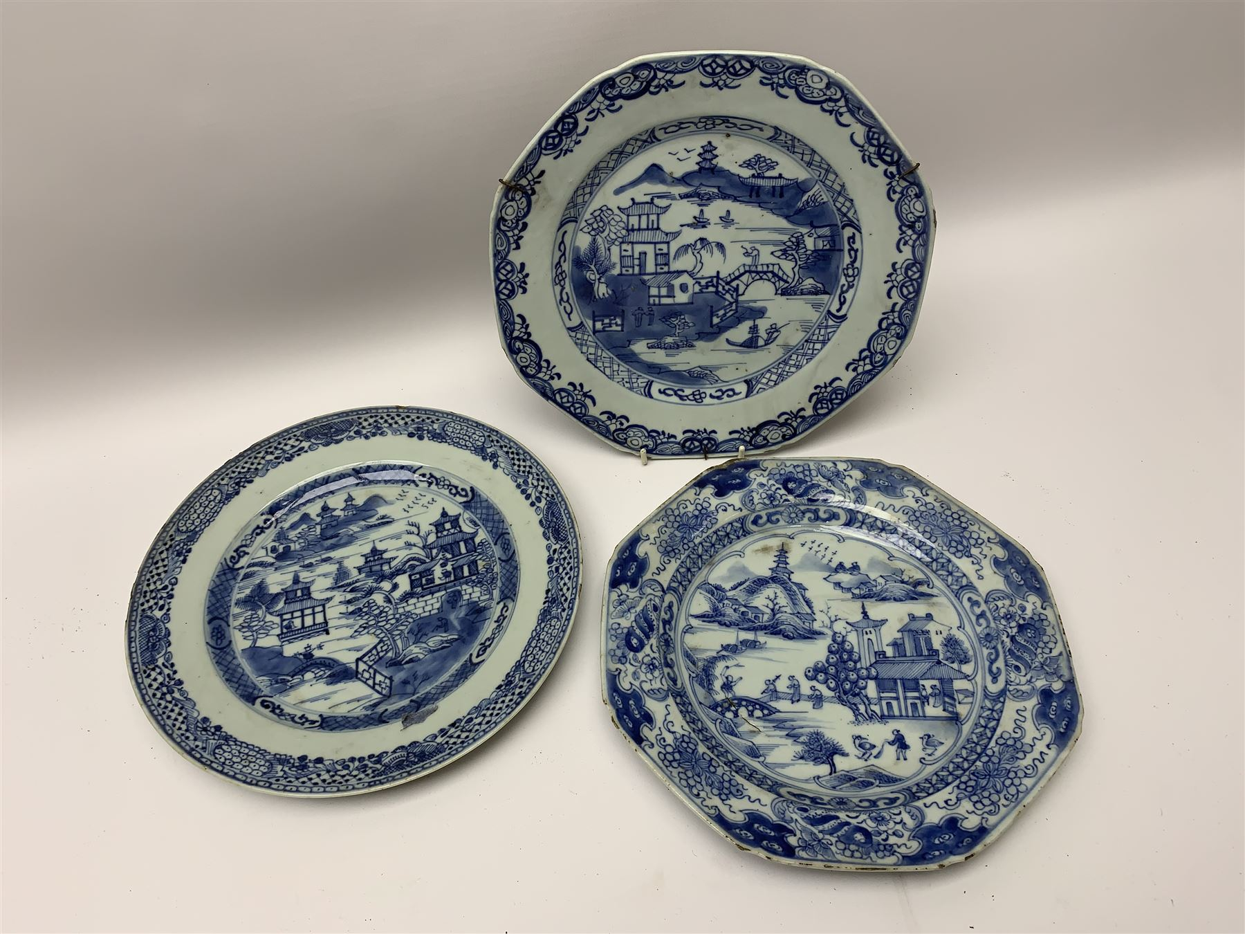 Late 18th/early 19th century Chinese export blue and white porcelain - Image 5 of 5