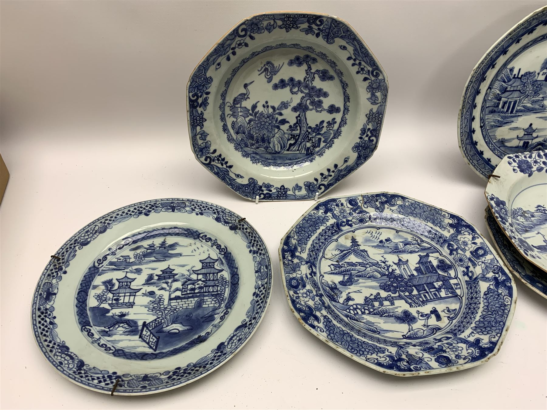 Late 18th/early 19th century Chinese export blue and white porcelain - Image 3 of 5