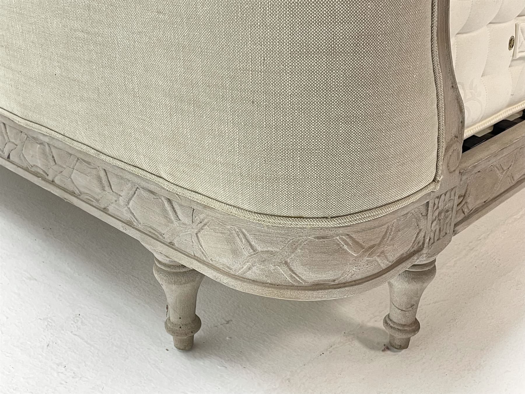 Graham & Green Evelyn - French style Kingsize 5' bedstead upholstered in natural light grey linen - Image 5 of 6