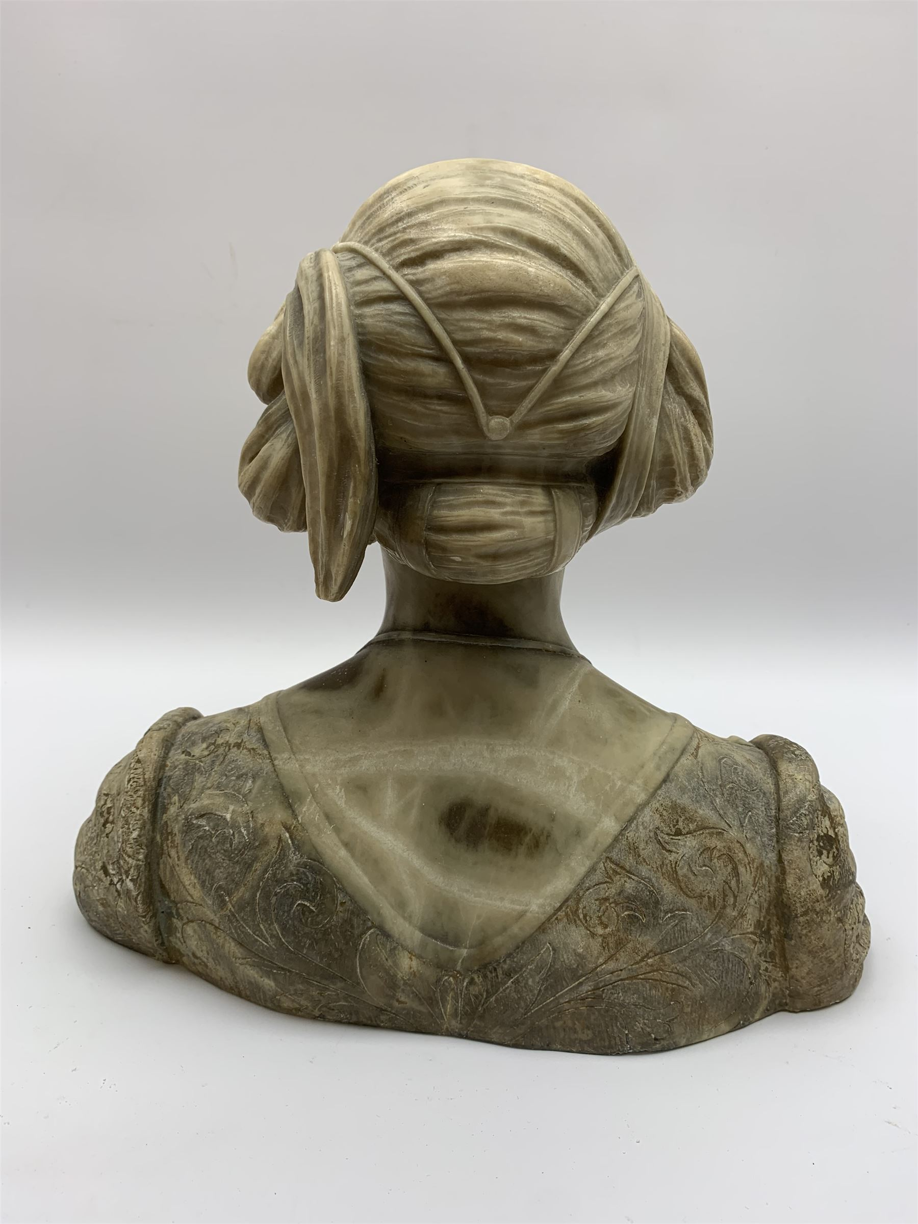 Carved marble bust modelled as a female figure - Image 6 of 10
