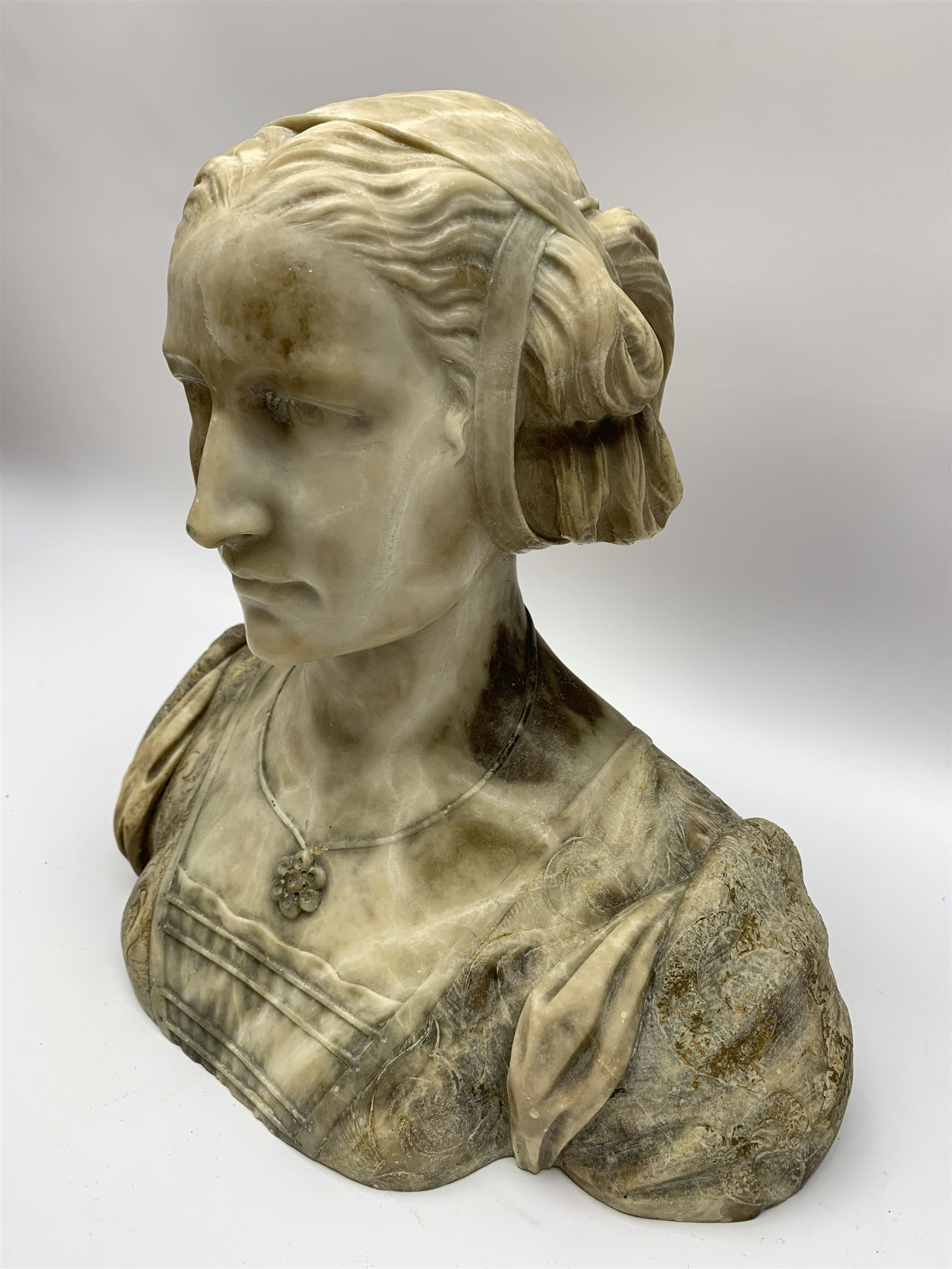 Carved marble bust modelled as a female figure - Image 3 of 10