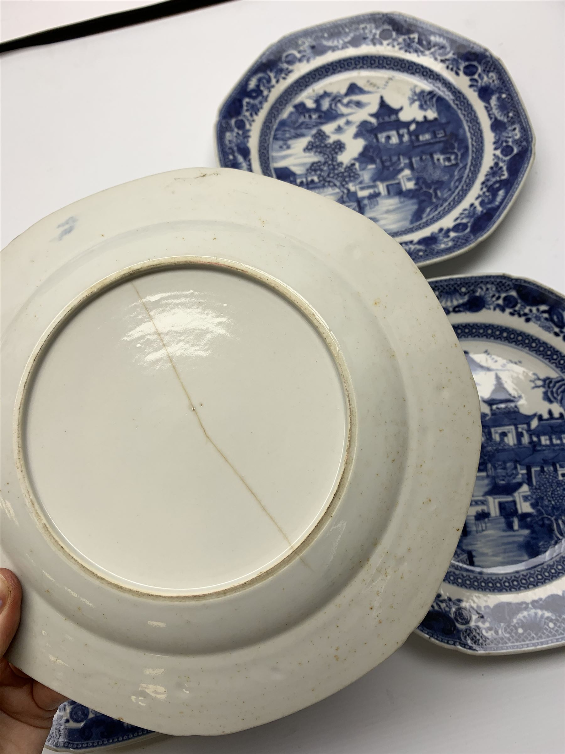 Late 18th/early 19th century Chinese export blue and white forty seven piece part dinner service - Image 19 of 20
