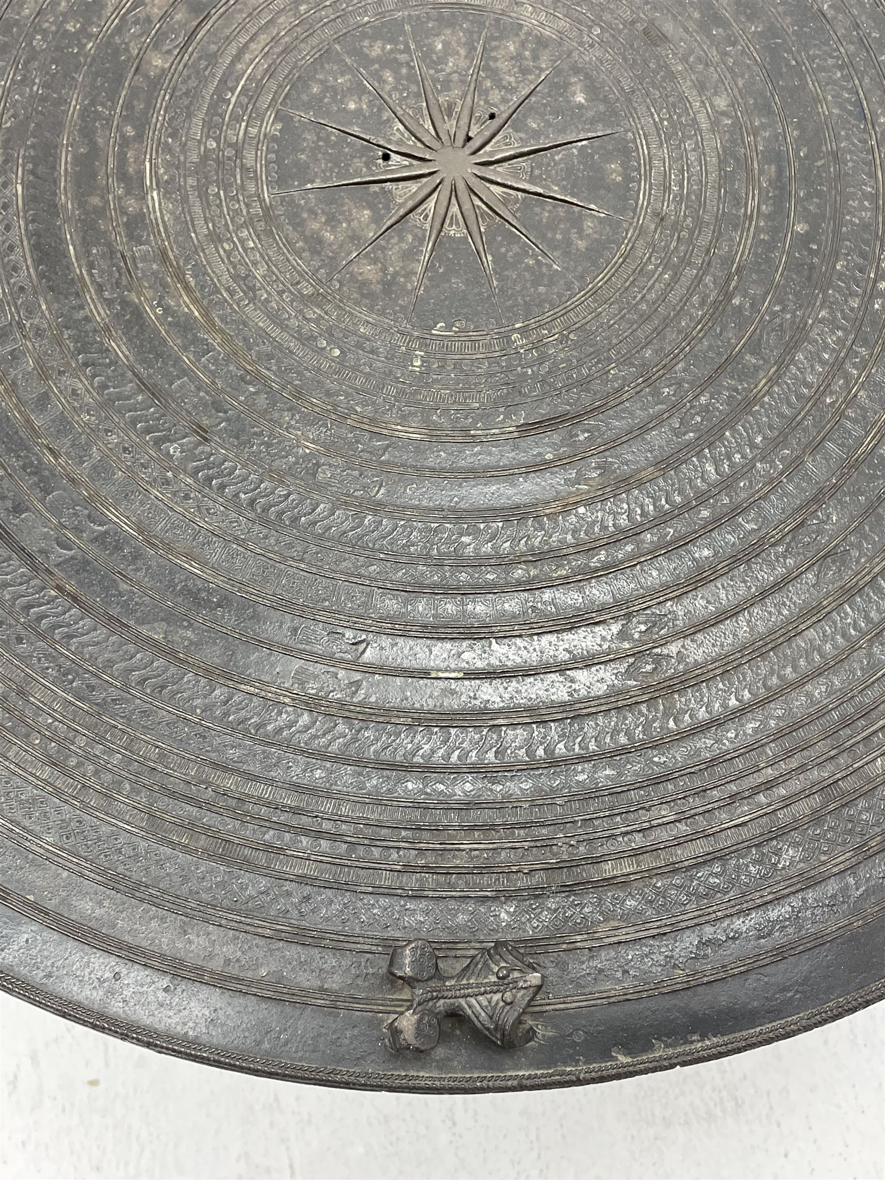Dong Son style Southeast Asian bronze rain drum - Image 2 of 8