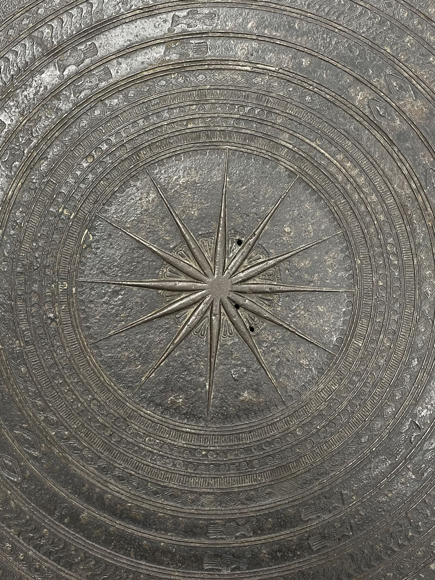 Dong Son style Southeast Asian bronze rain drum - Image 7 of 8