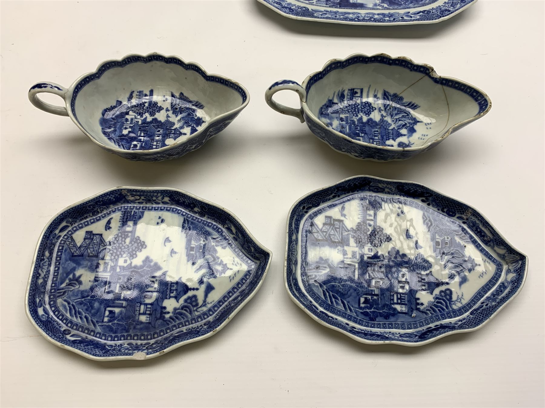 Late 18th/early 19th century Chinese export blue and white forty seven piece part dinner service - Image 13 of 20