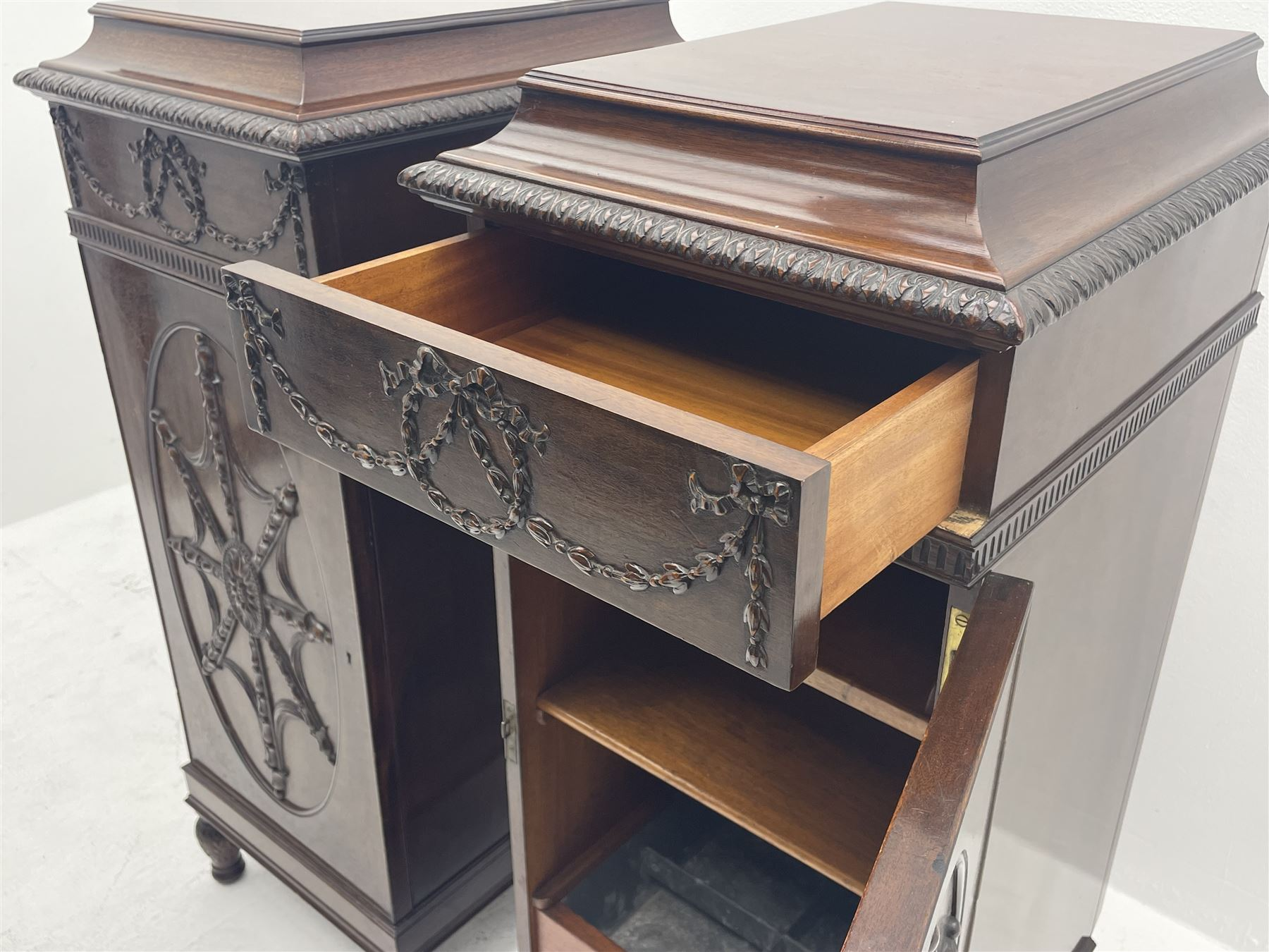 Pair early 20th century Hepplewhite style mahogany pedestal cabinets - Image 7 of 7