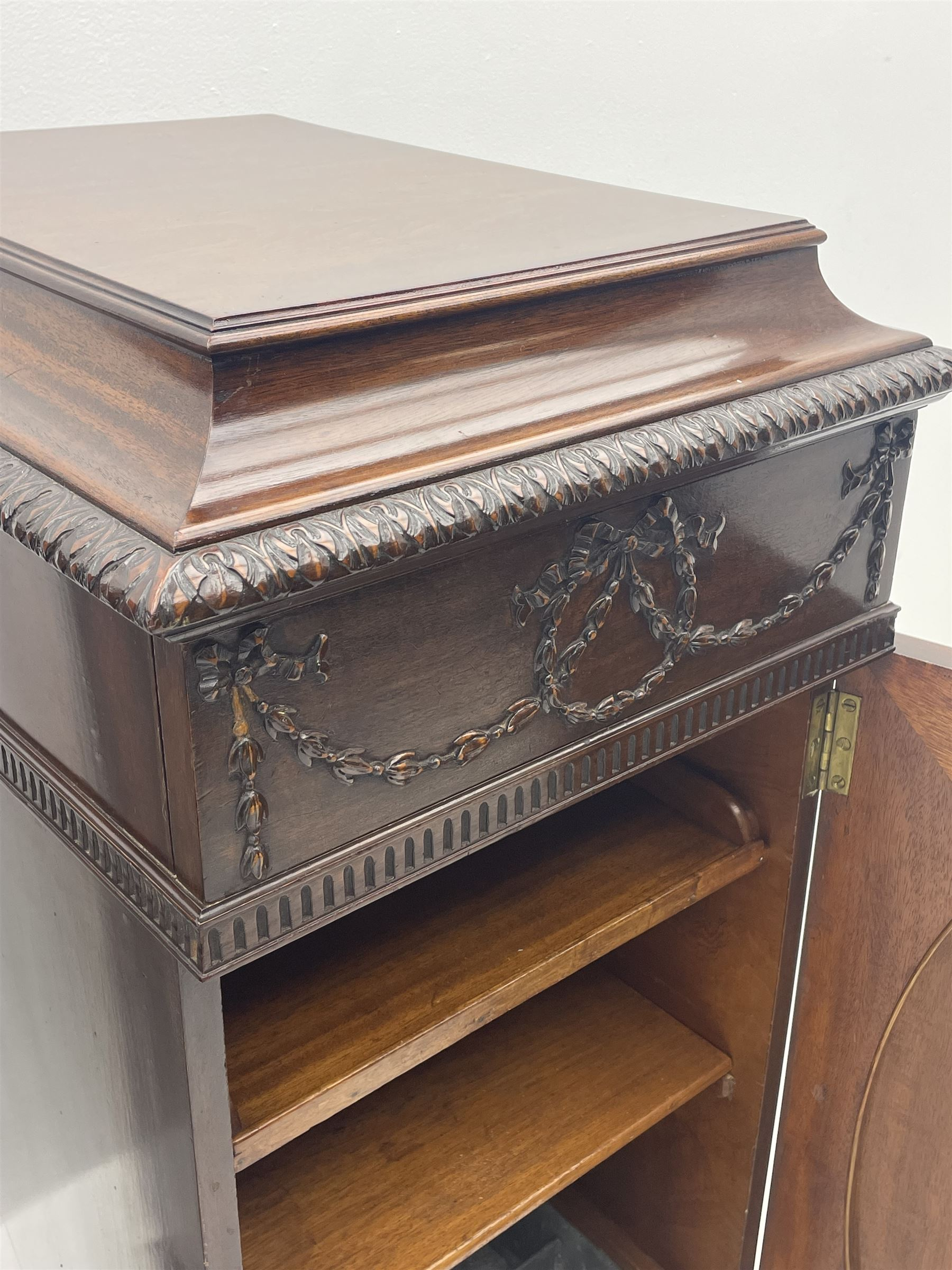 Pair early 20th century Hepplewhite style mahogany pedestal cabinets - Image 4 of 7
