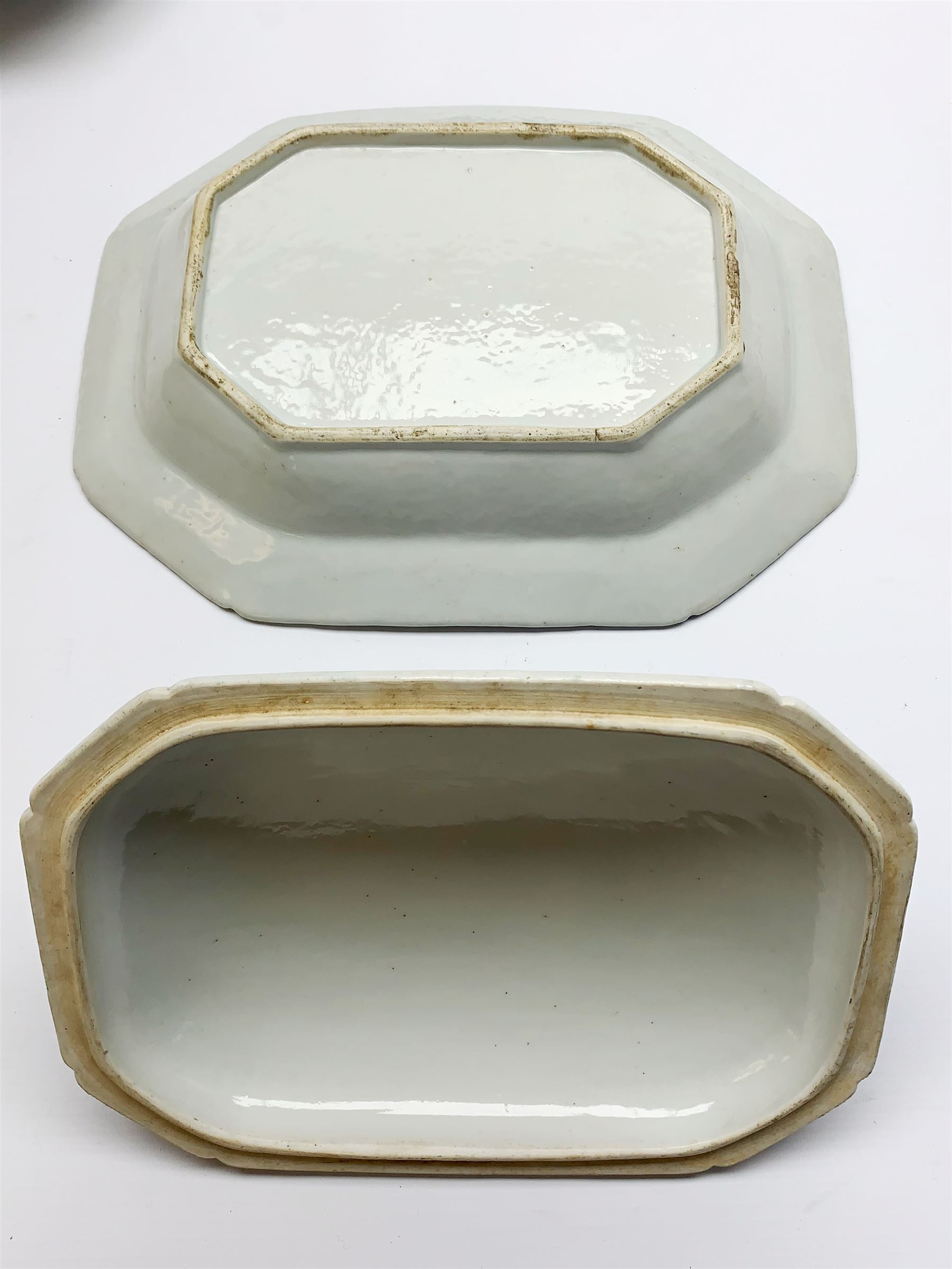 Late 18th/early 19th century Chinese export blue and white forty seven piece part dinner service - Image 5 of 20