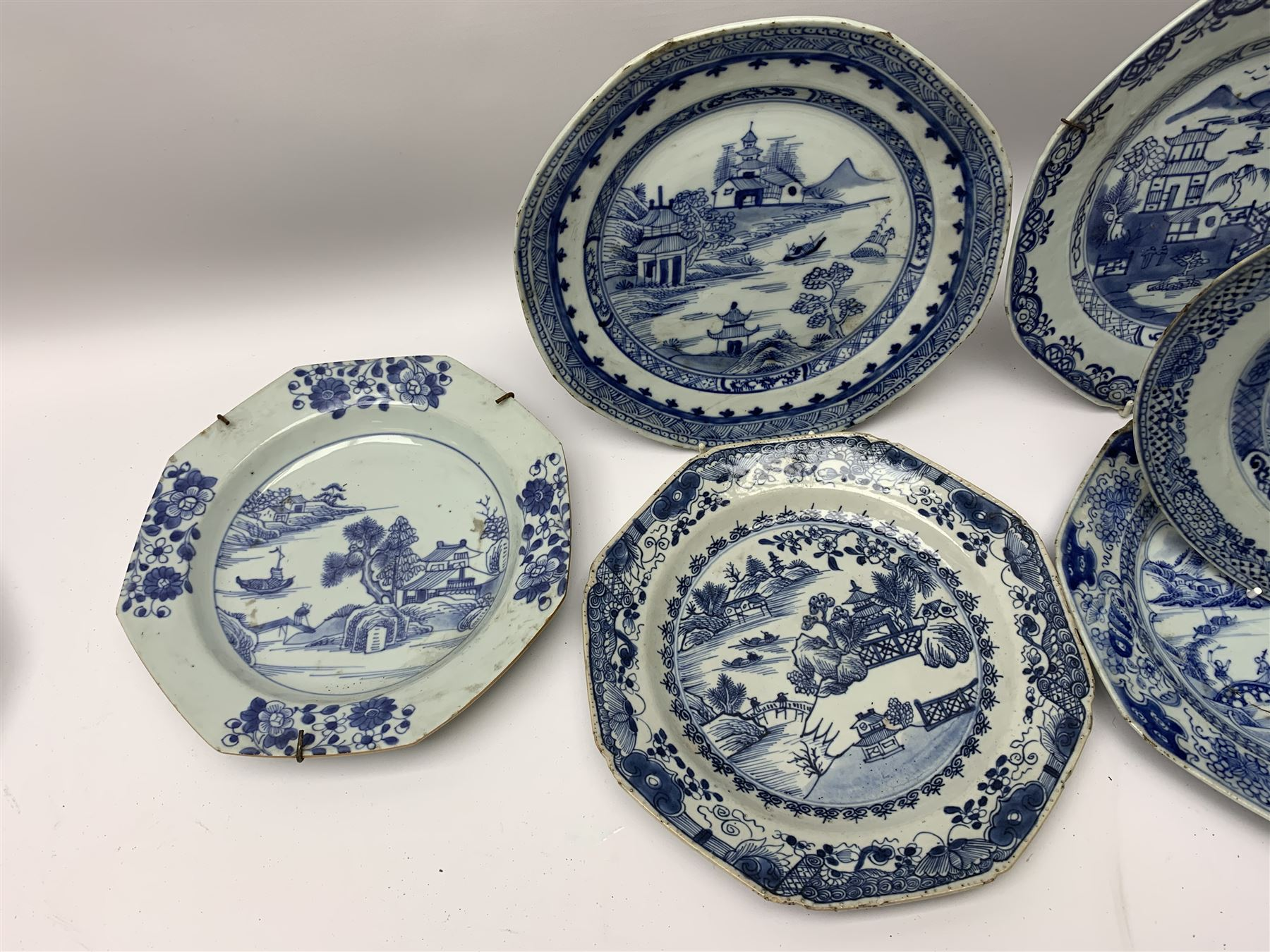 Late 18th/early 19th century Chinese export blue and white porcelain - Image 4 of 5