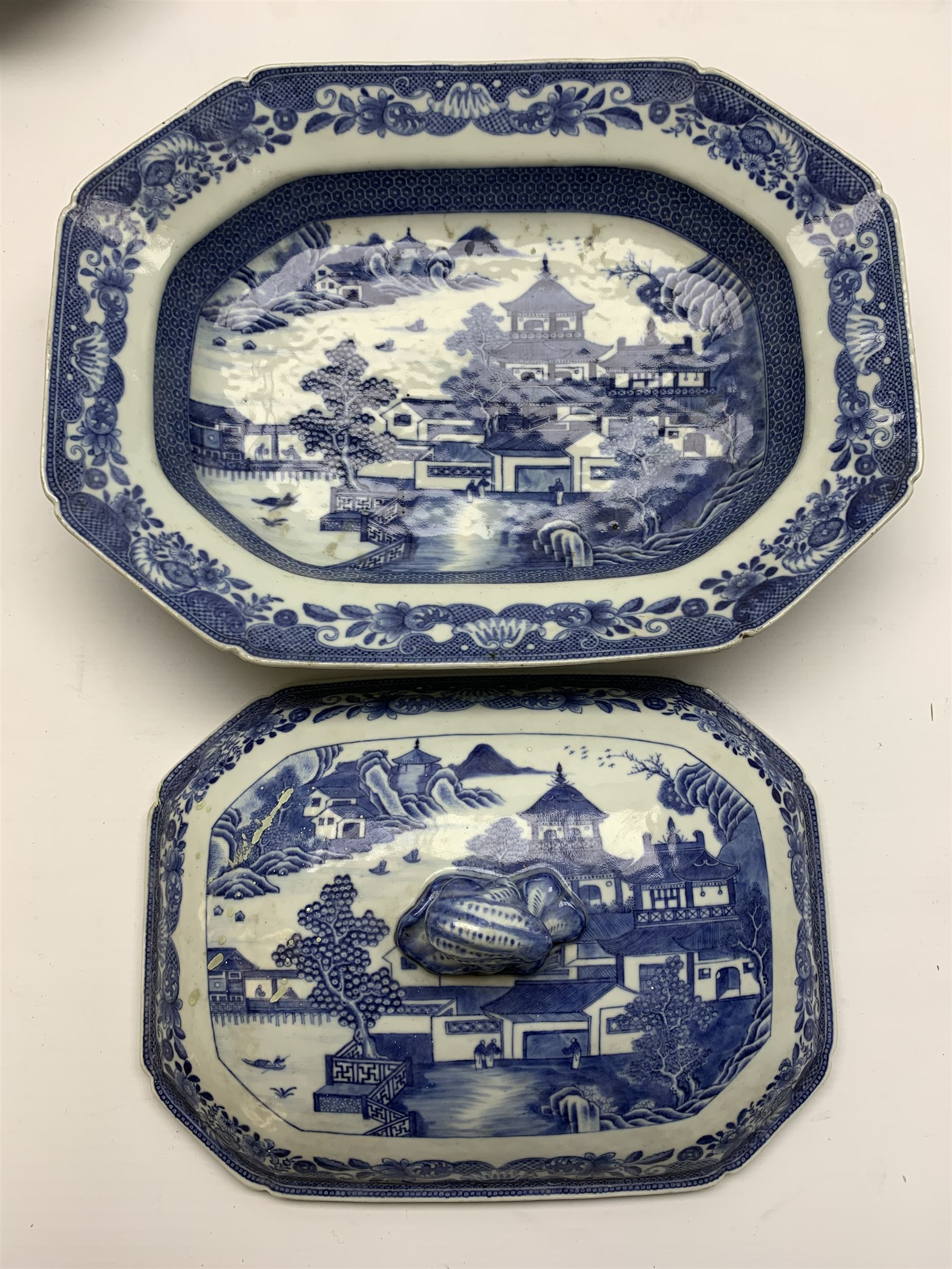 Late 18th/early 19th century Chinese export blue and white forty seven piece part dinner service - Image 20 of 20