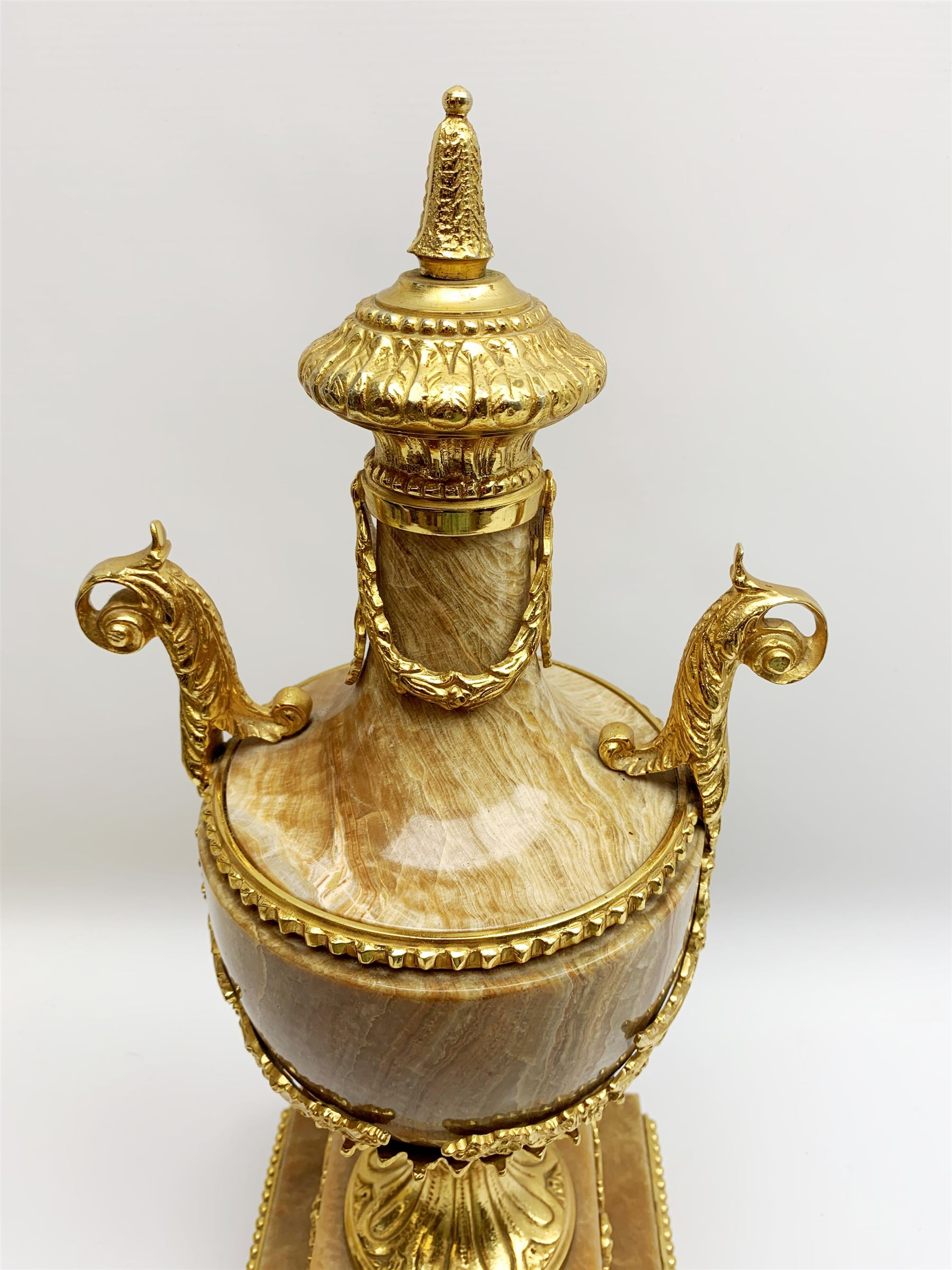 Neo Classical style pink marble urn with gilt metal mounts - Image 2 of 6