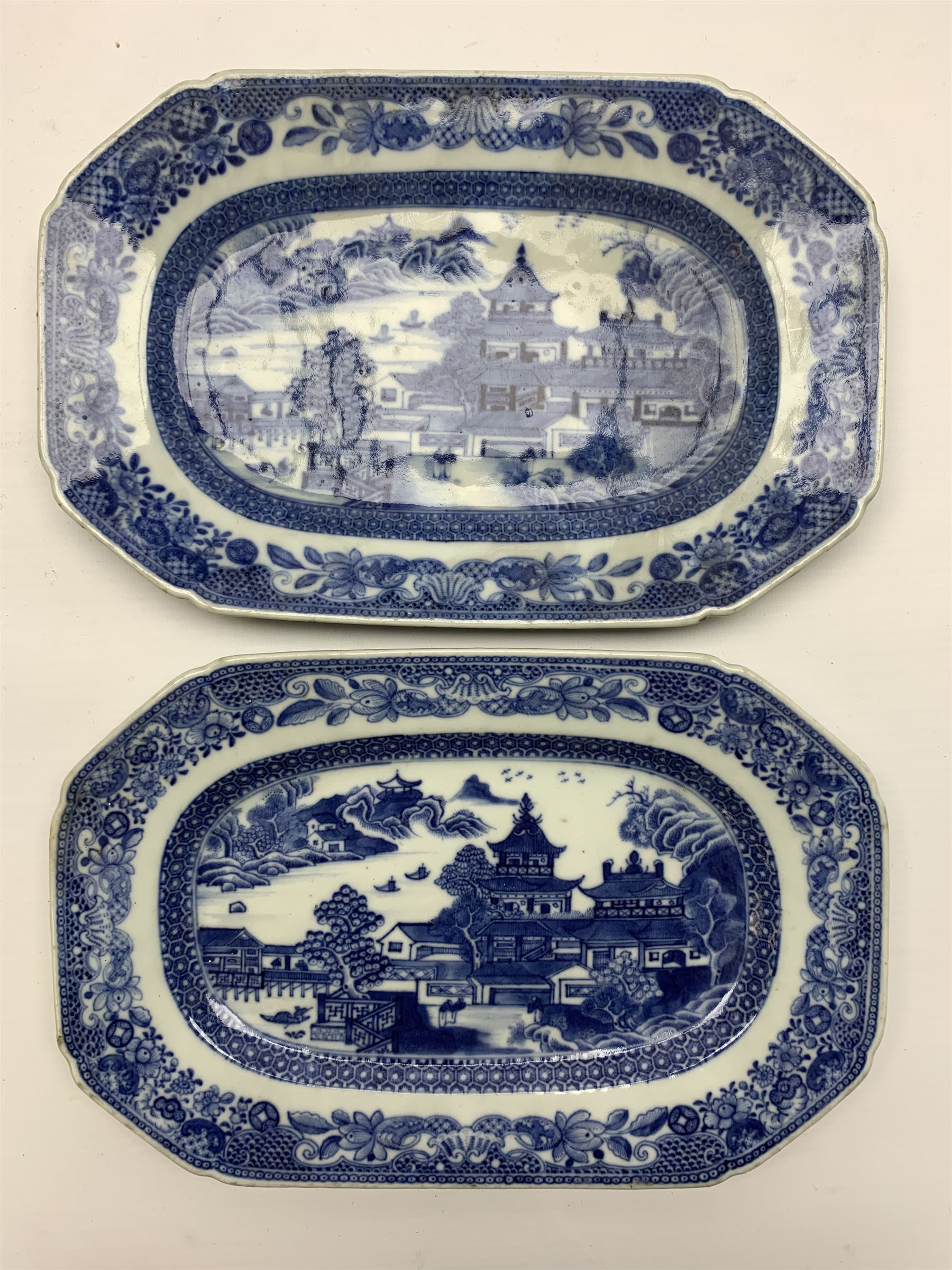 Late 18th/early 19th century Chinese export blue and white forty seven piece part dinner service - Image 15 of 20