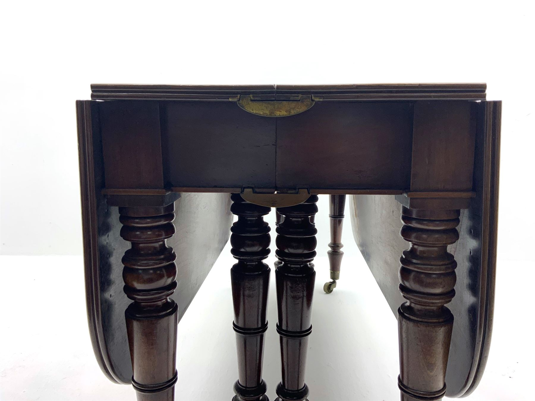 George III mahogany extending dining table - Image 3 of 6