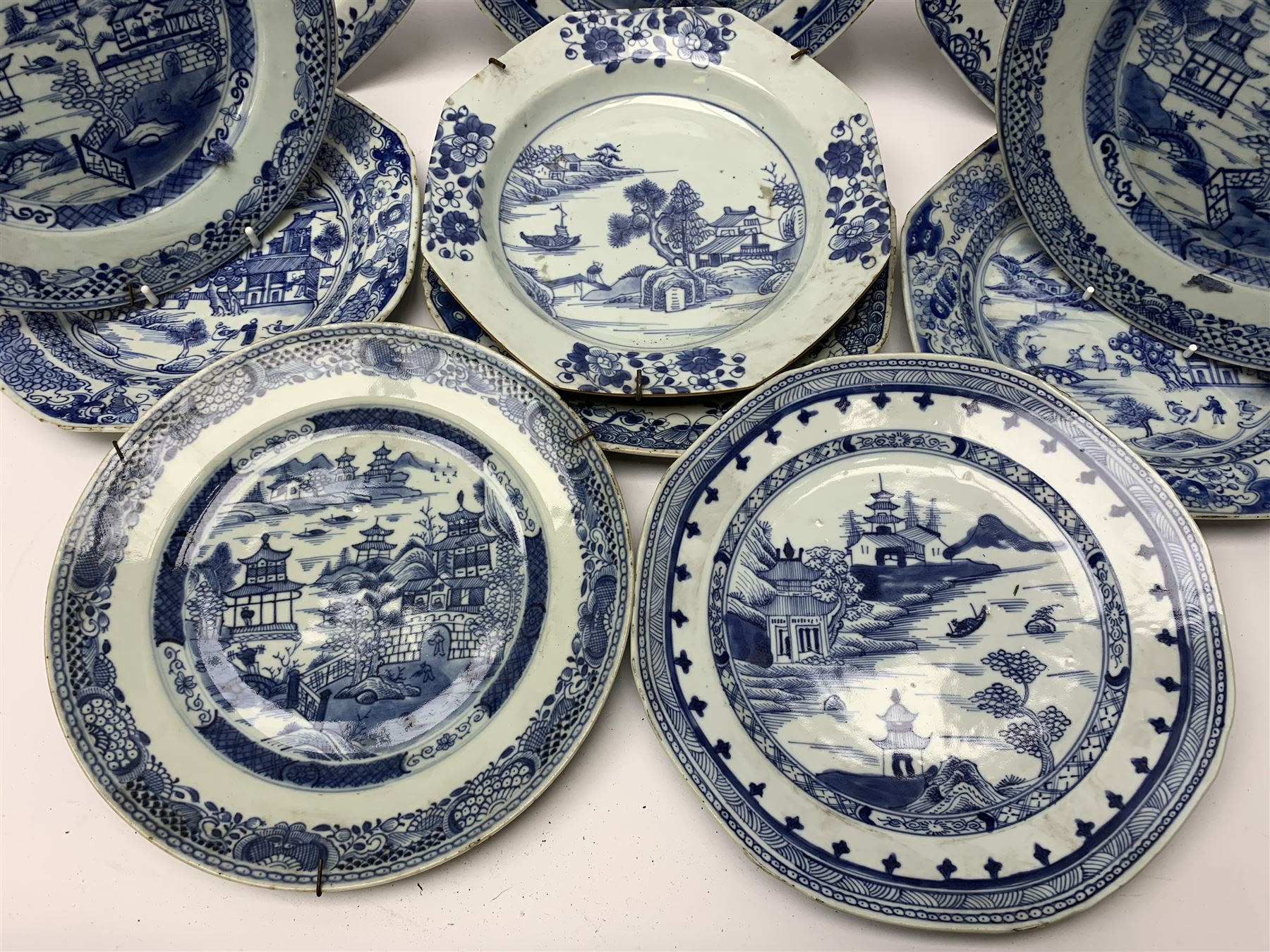 Late 18th/early 19th century Chinese export blue and white porcelain - Image 2 of 5