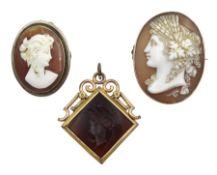 Victorian gold mounted carnelian intaglio pendant