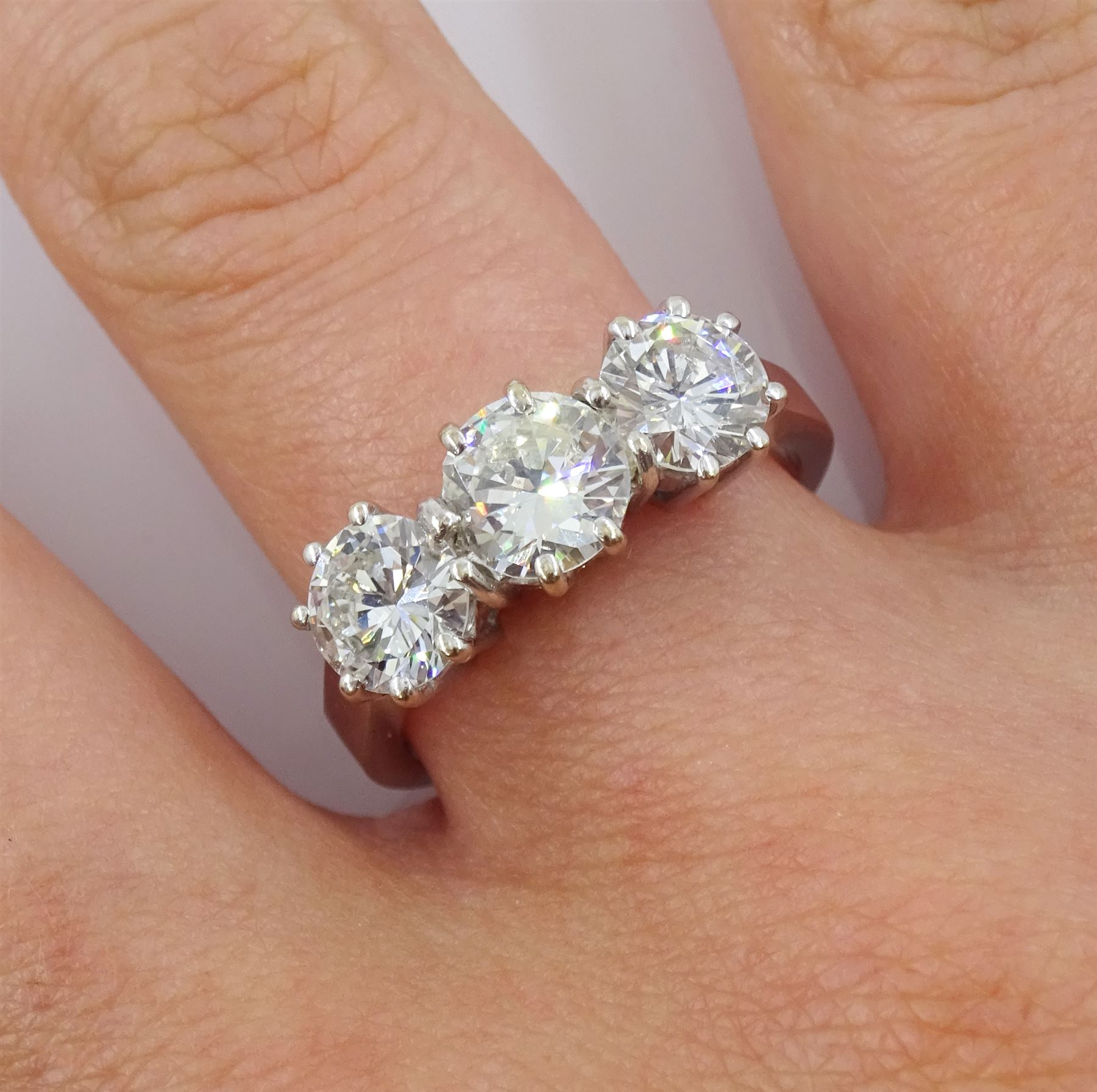 18ct white gold three stone diamond ring - Image 3 of 5