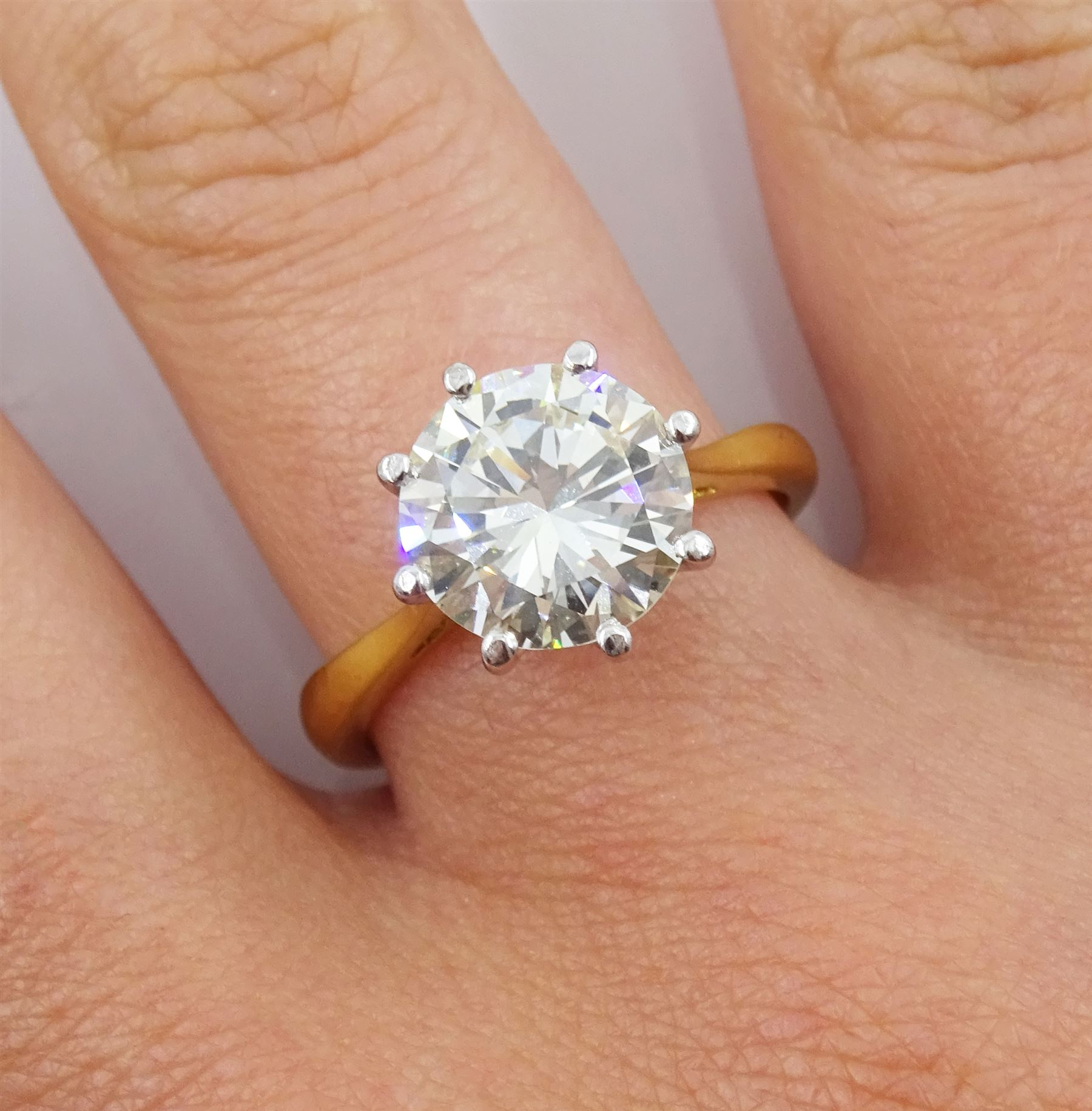 18ct gold round brilliant cut diamond ring - Image 6 of 7