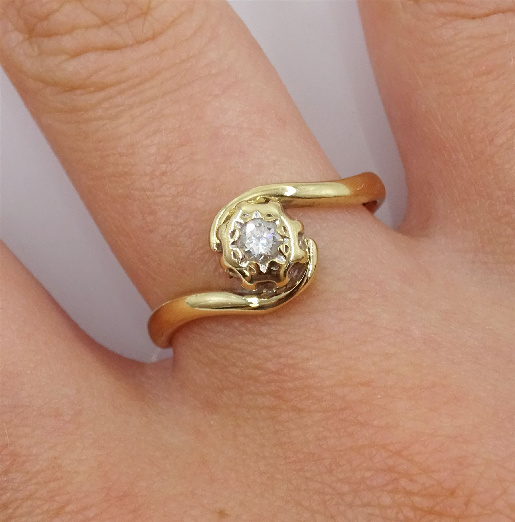 9ct gold single stone diamond ring - Image 2 of 4