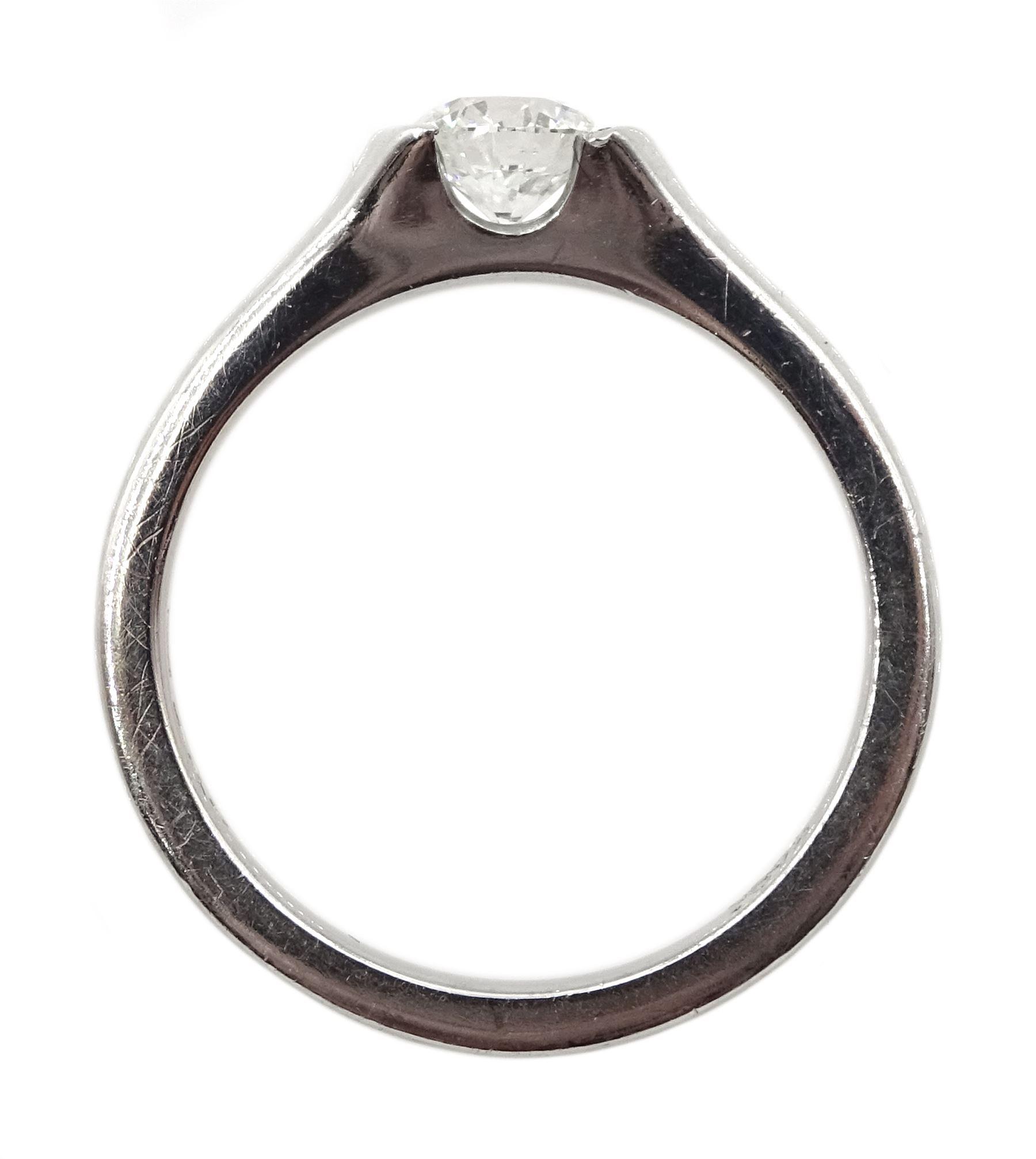 Platinum single stone round brilliant cut diamond - Image 5 of 5