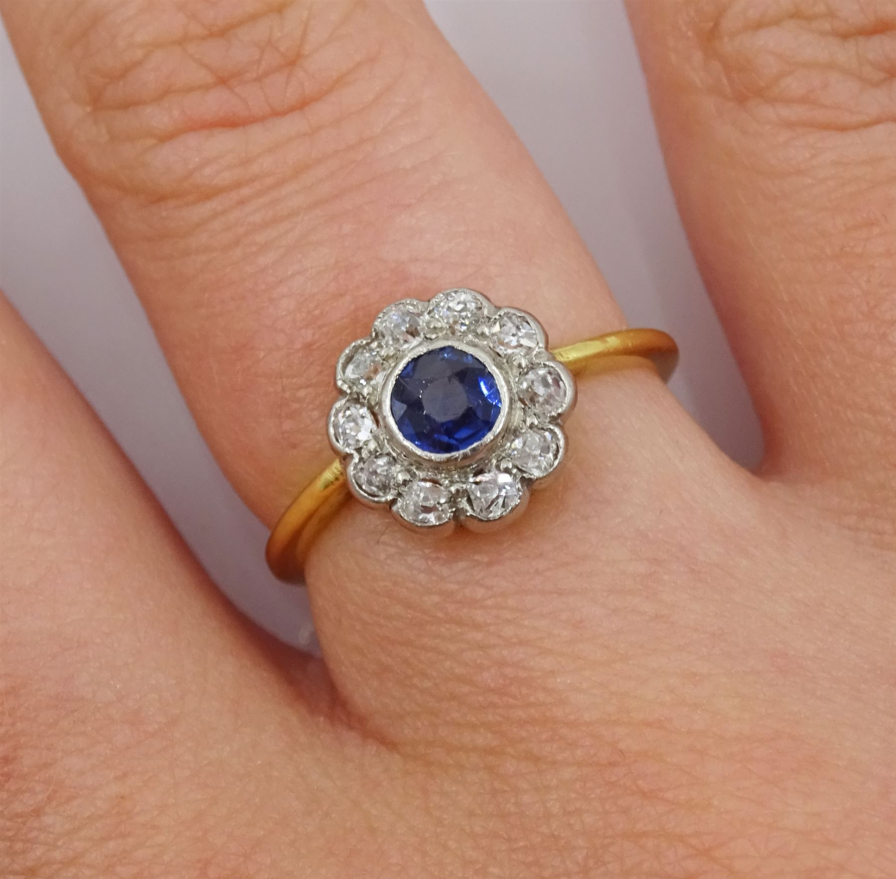 18ct gold round sapphire and old cut diamond cluster ring - Image 2 of 4