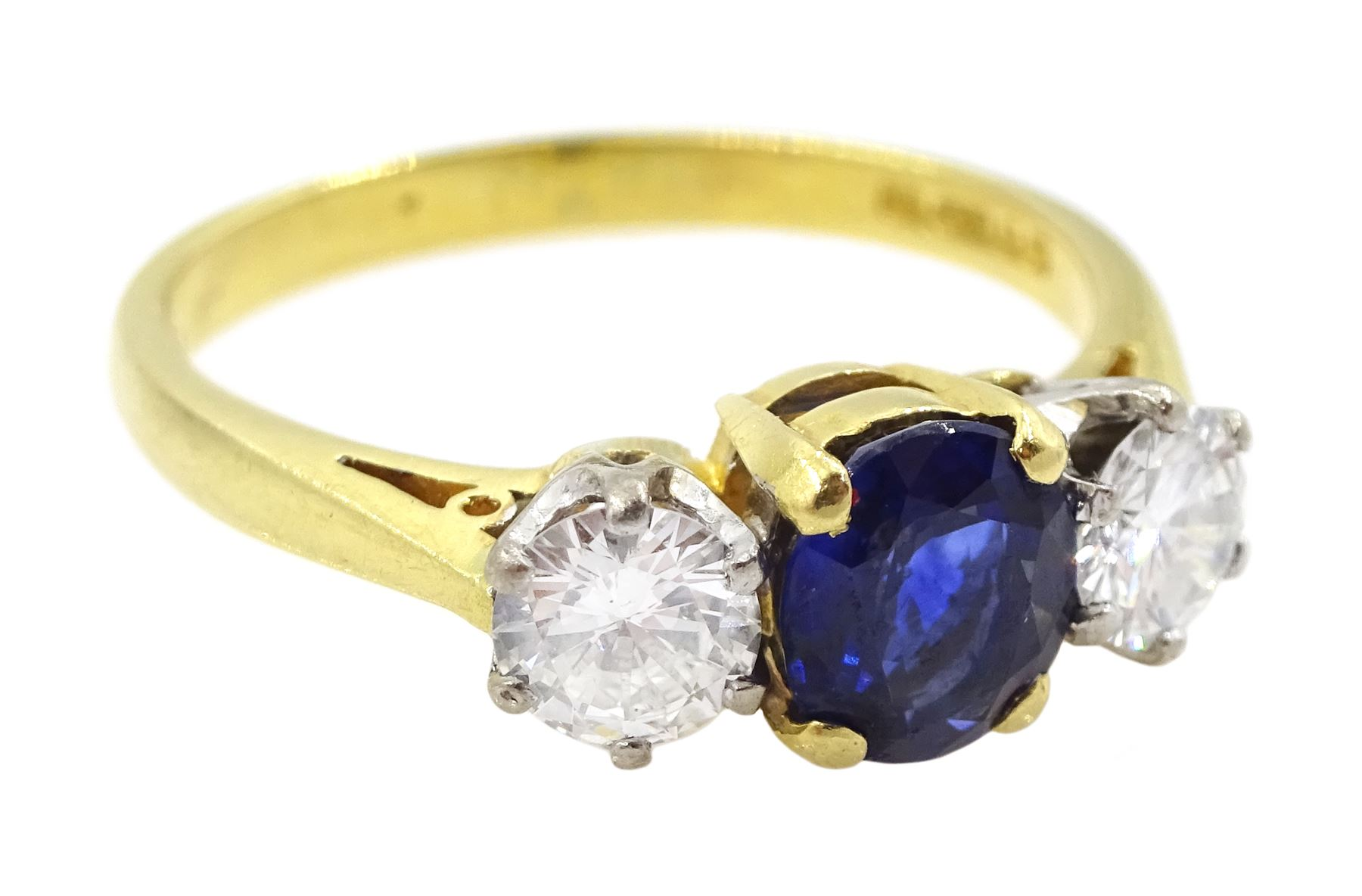 18ct gold three stone oval sapphire and round brilliant cut diamond ring - Image 4 of 4
