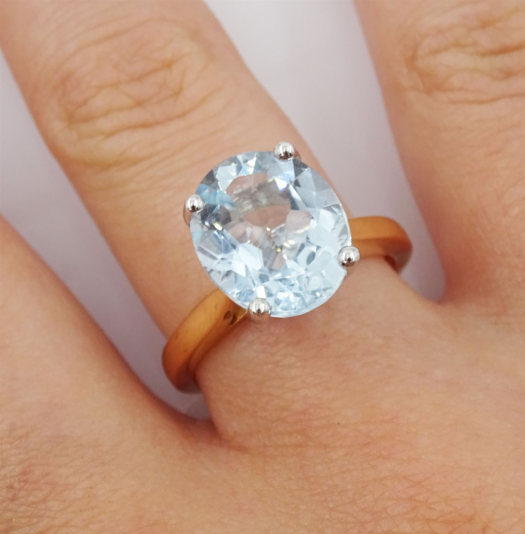 18ct rose gold single stone oval aquamarine ring - Image 2 of 4