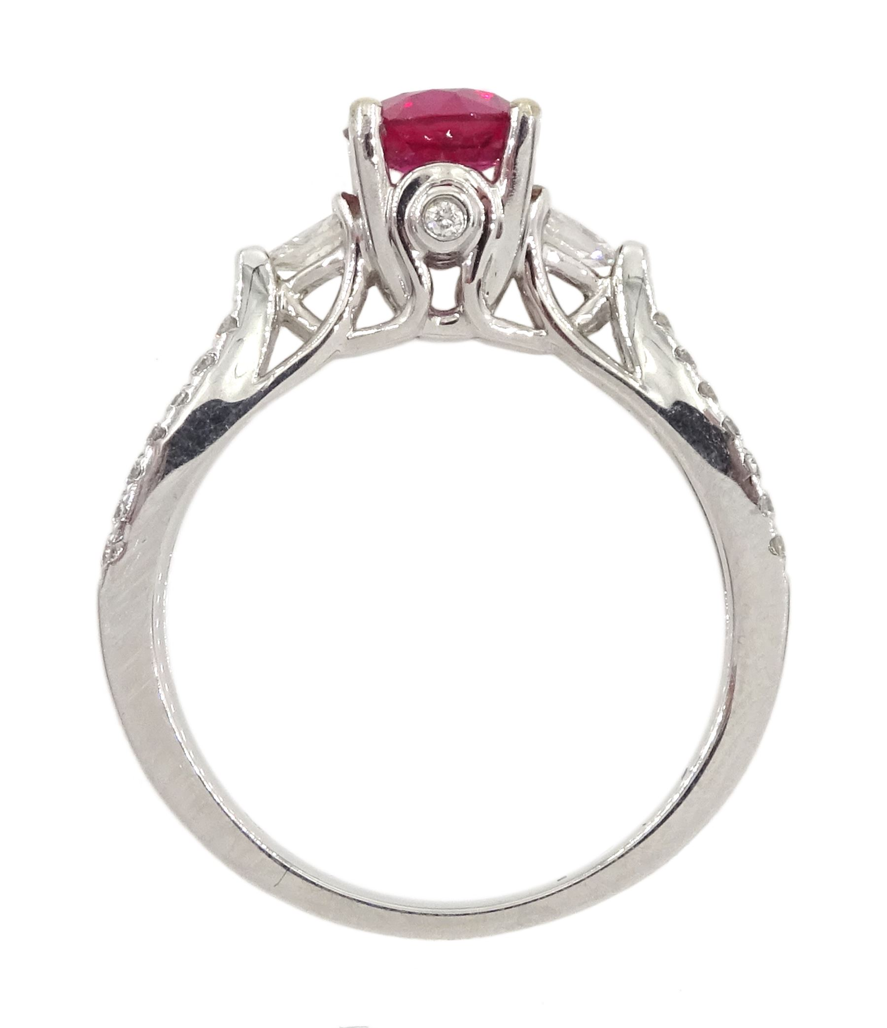 18ct white gold round ruby ring - Image 4 of 4