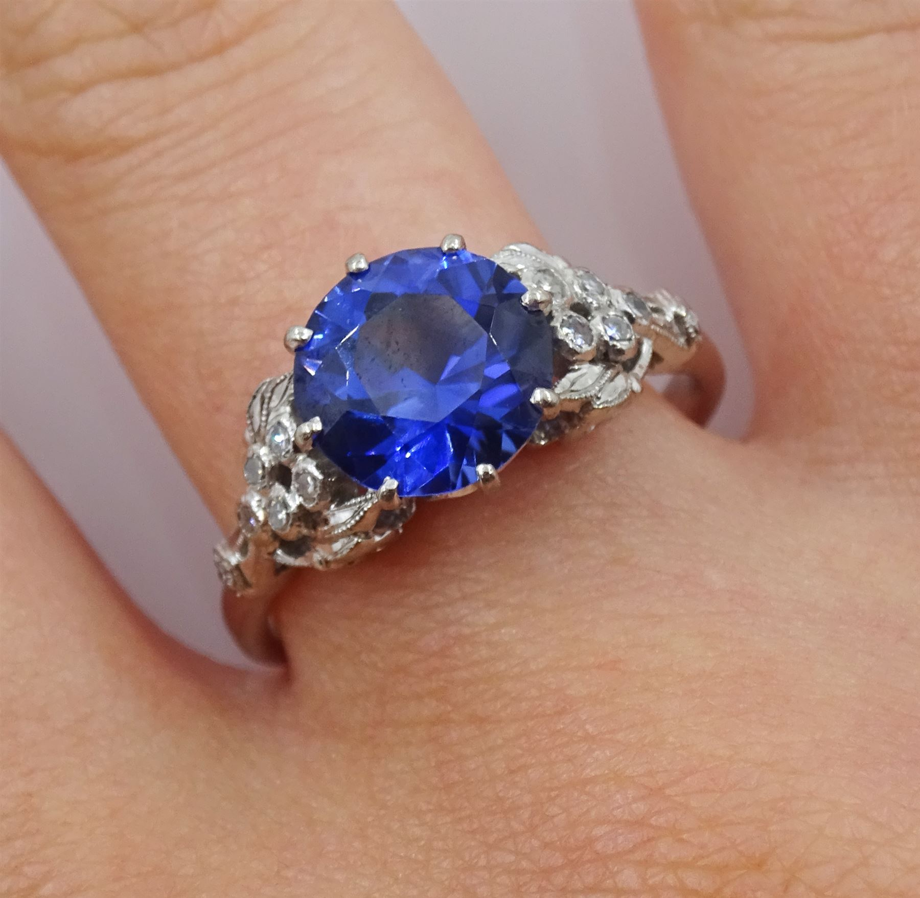 White gold round synthetic sapphire and diamond ring - Image 4 of 4