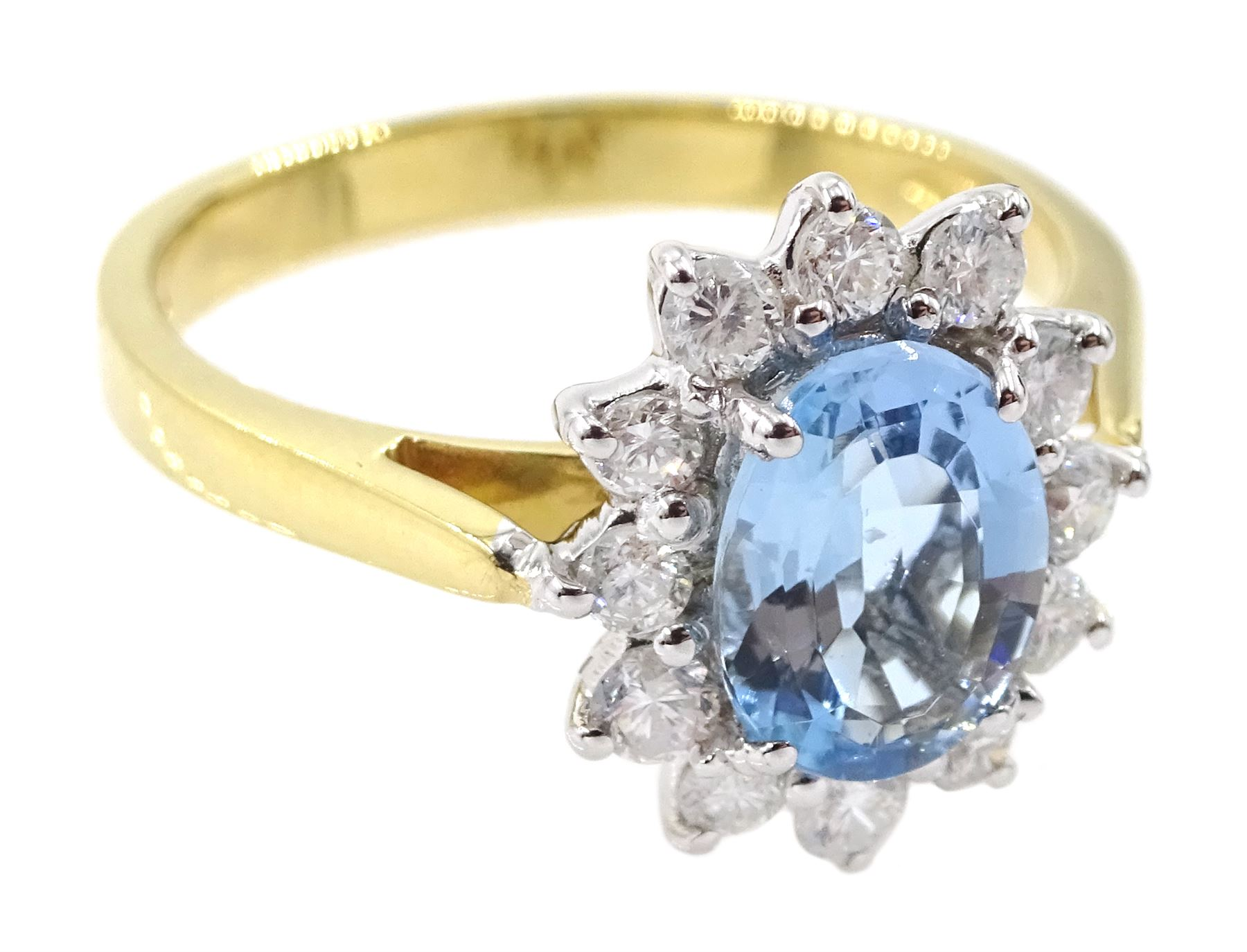 18ct gold oval aquamarine and round brilliant cut diamond cluster ring - Image 3 of 4