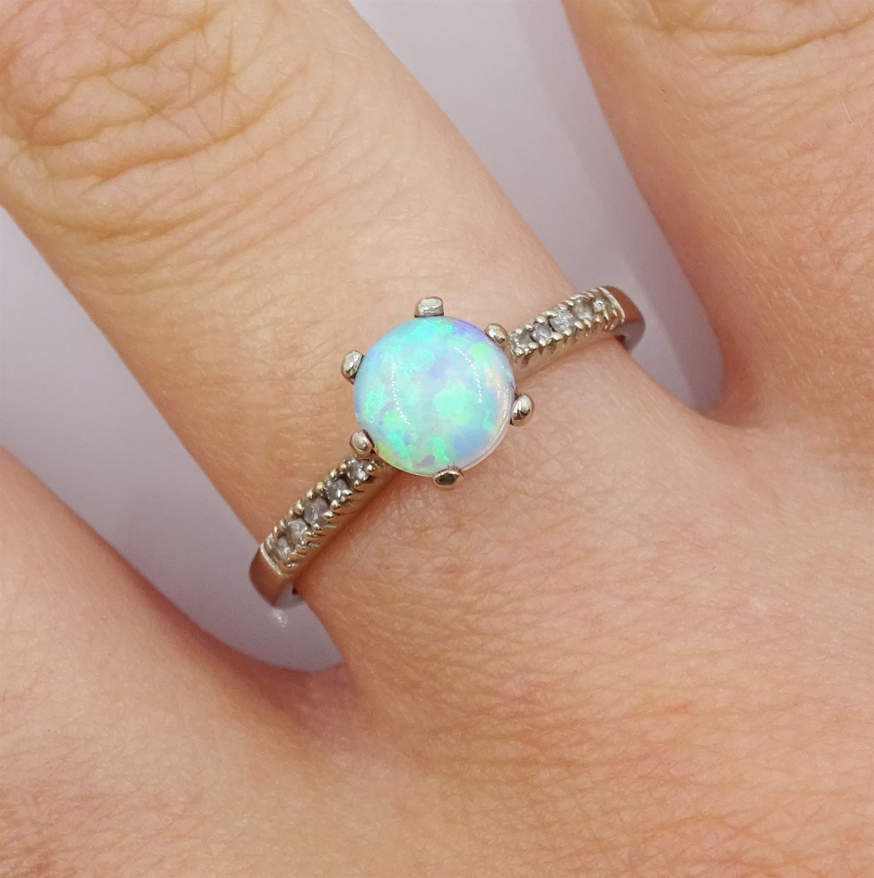 9ct white gold opal ring - Image 2 of 4